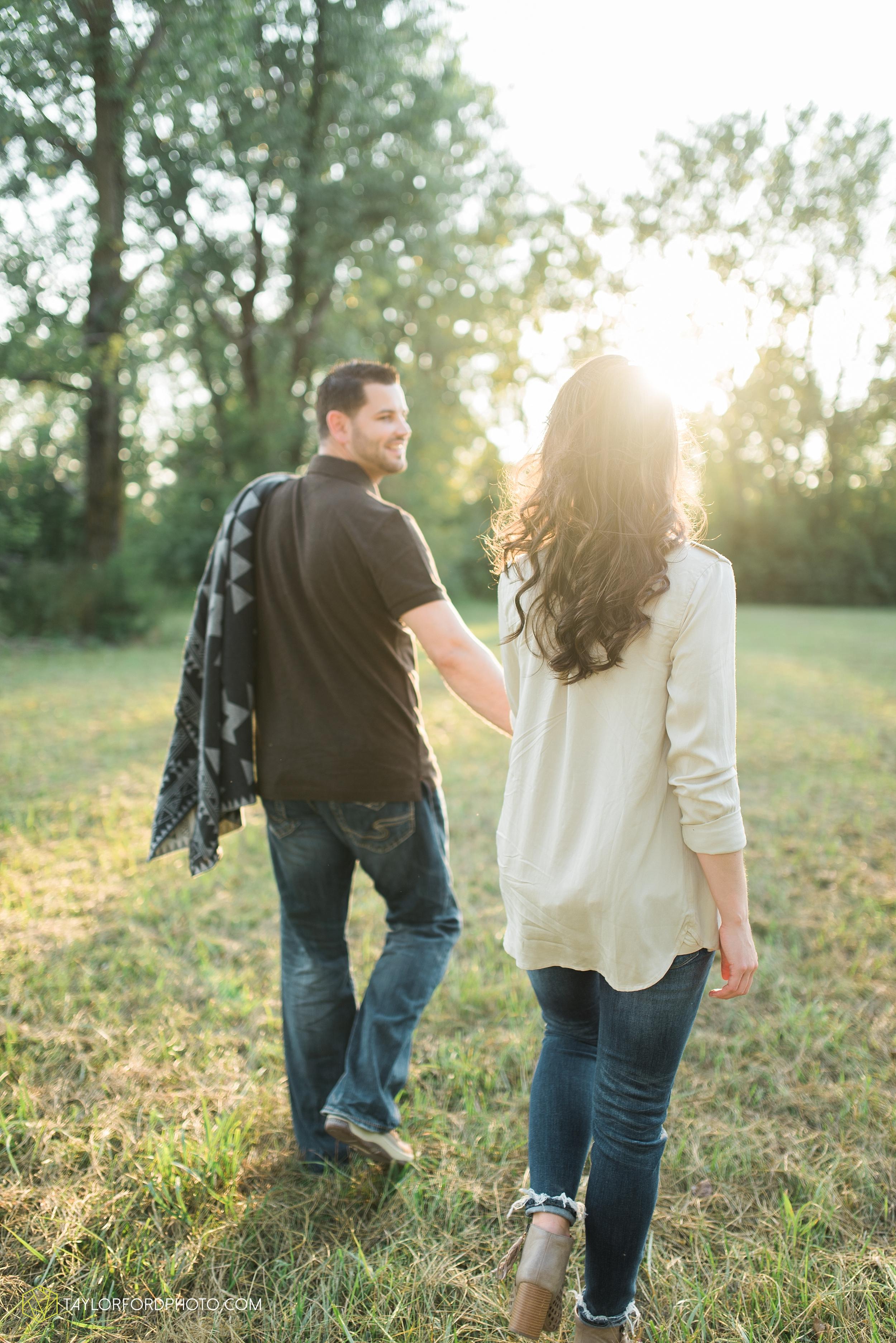 celina-coldwarter-ohio-engagement-wedding-photographer-Taylor-Ford-Photography-Ohio-Indiana_2295.jpg