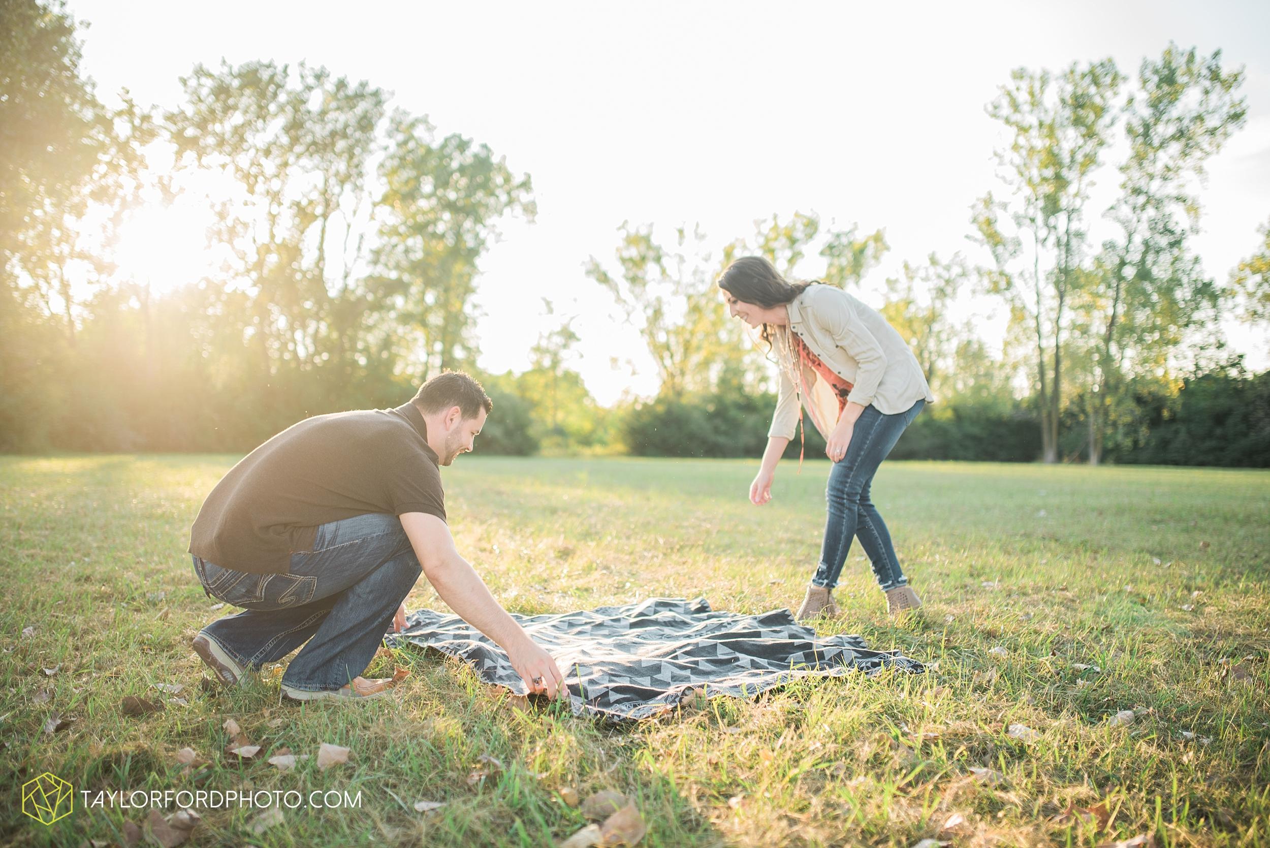 celina-coldwarter-ohio-engagement-wedding-photographer-Taylor-Ford-Photography-Ohio-Indiana_2297.jpg