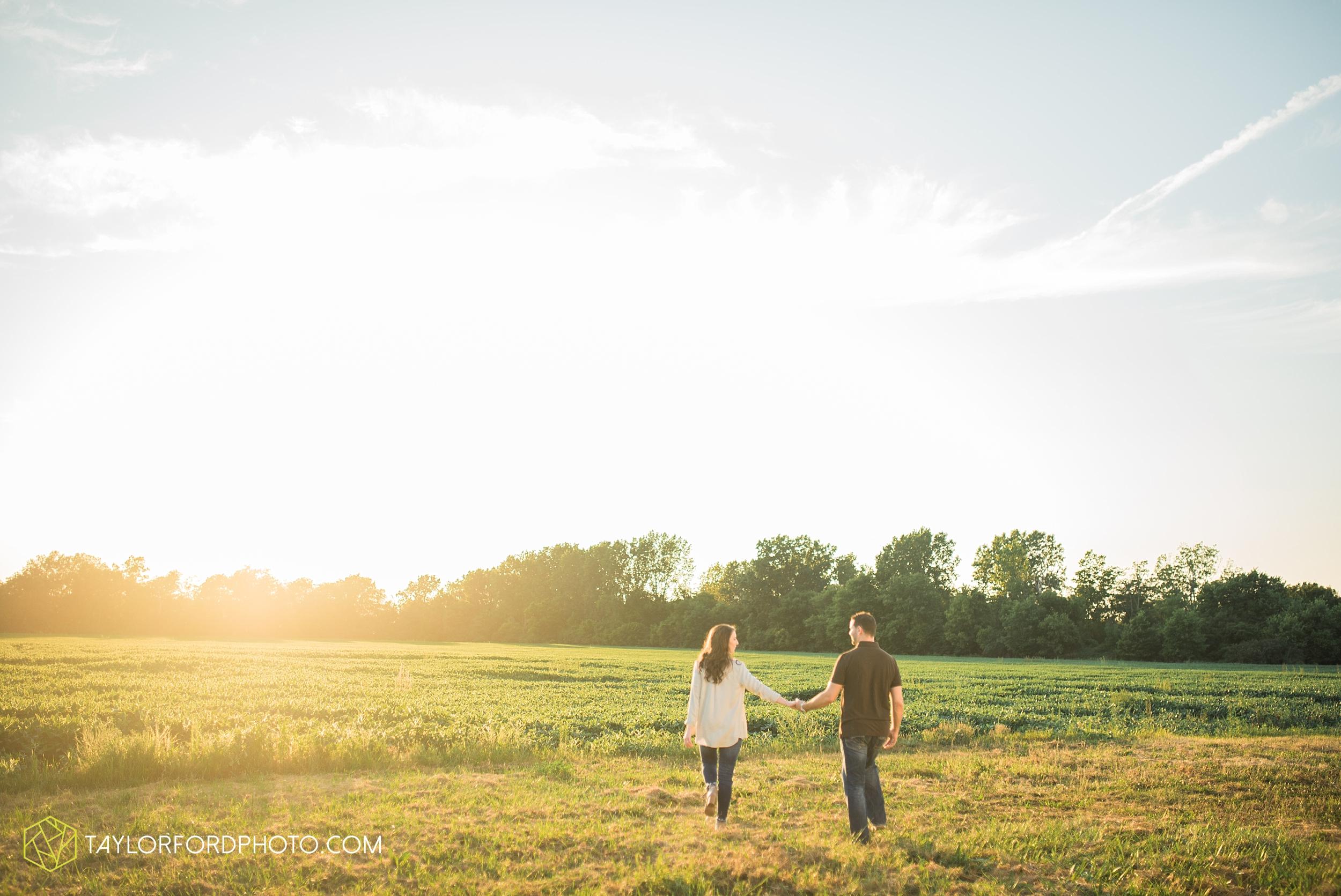 celina-coldwarter-ohio-engagement-wedding-photographer-Taylor-Ford-Photography-Ohio-Indiana_2301.jpg