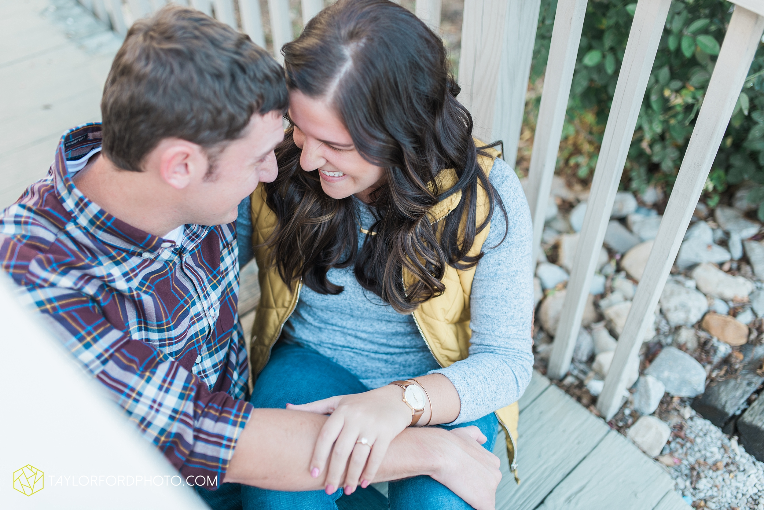 fort-wayne-indiana-engagement-wedding-photographer-Taylor-Ford-Photography-salomon-farm-park_3551.jpg