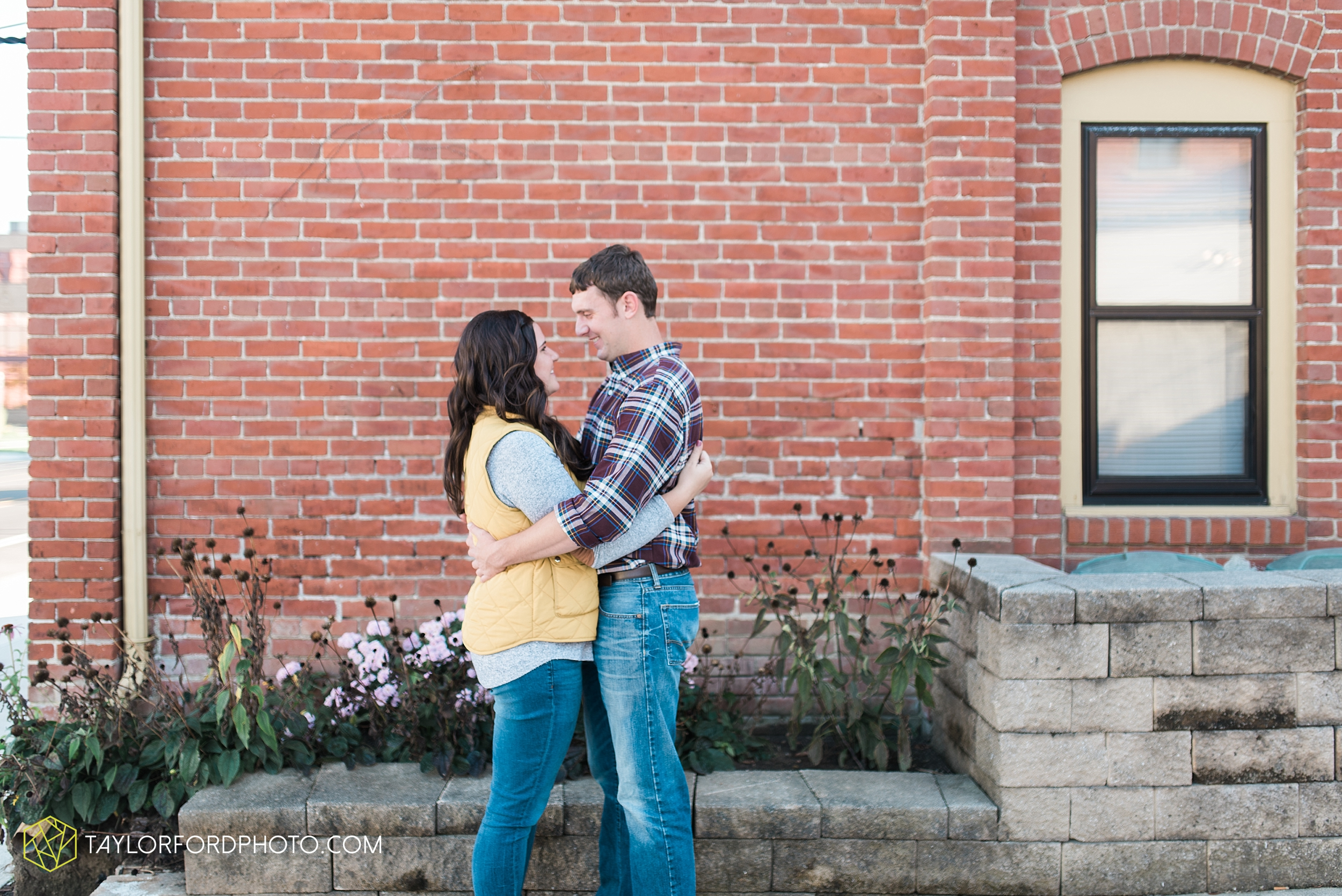 fort-wayne-indiana-engagement-wedding-photographer-Taylor-Ford-Photography-salomon-farm-park_3555.jpg