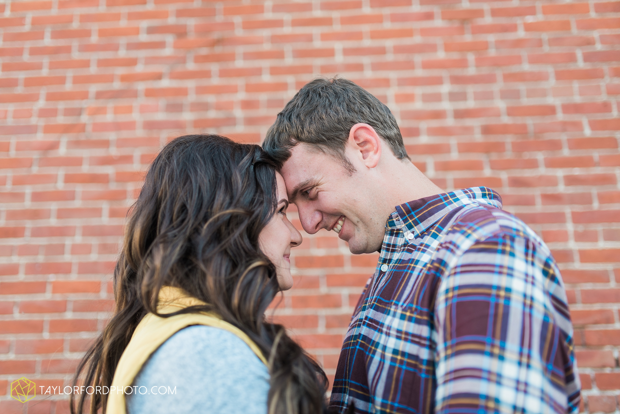 fort-wayne-indiana-engagement-wedding-photographer-Taylor-Ford-Photography-salomon-farm-park_3558.jpg