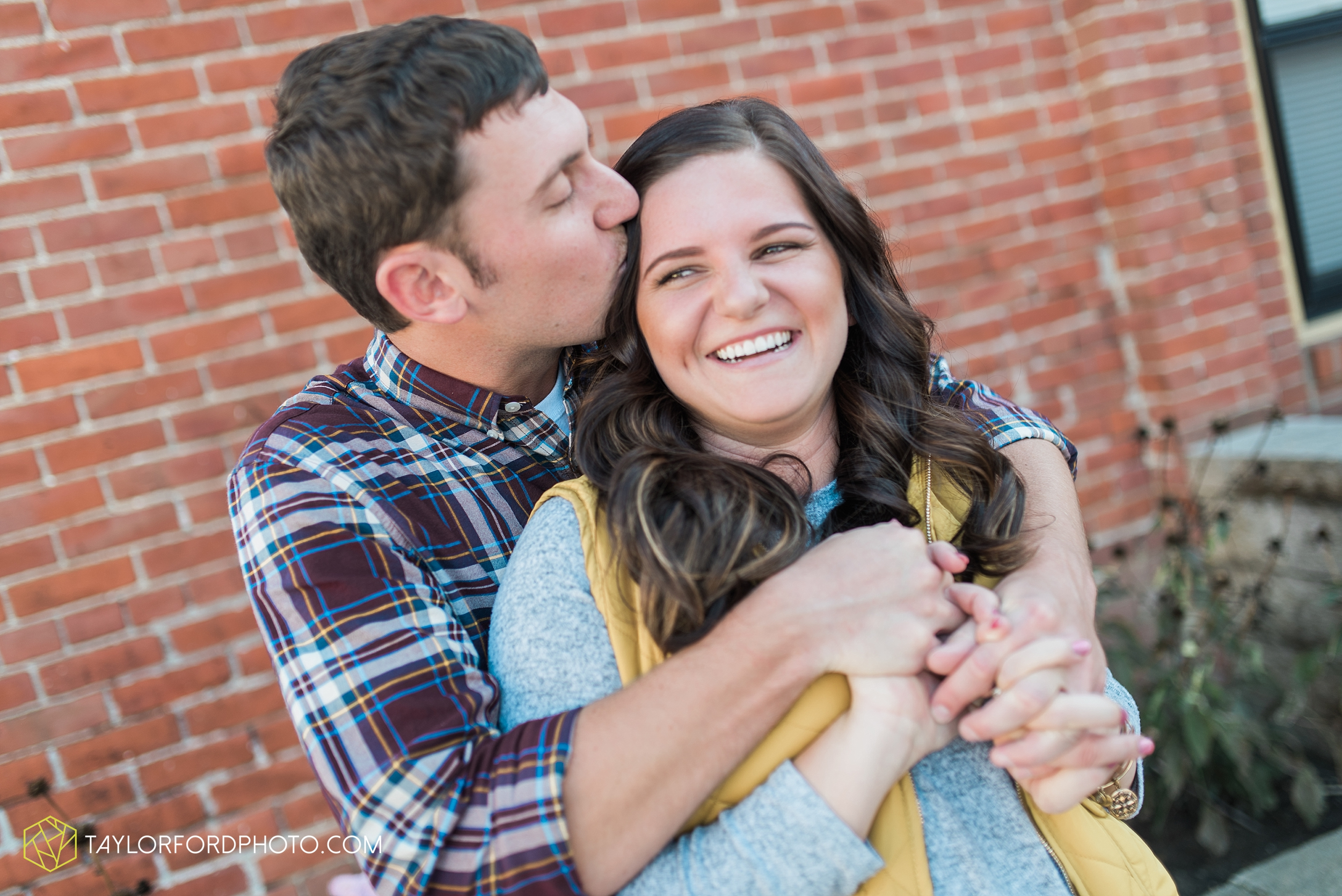 fort-wayne-indiana-engagement-wedding-photographer-Taylor-Ford-Photography-salomon-farm-park_3559.jpg