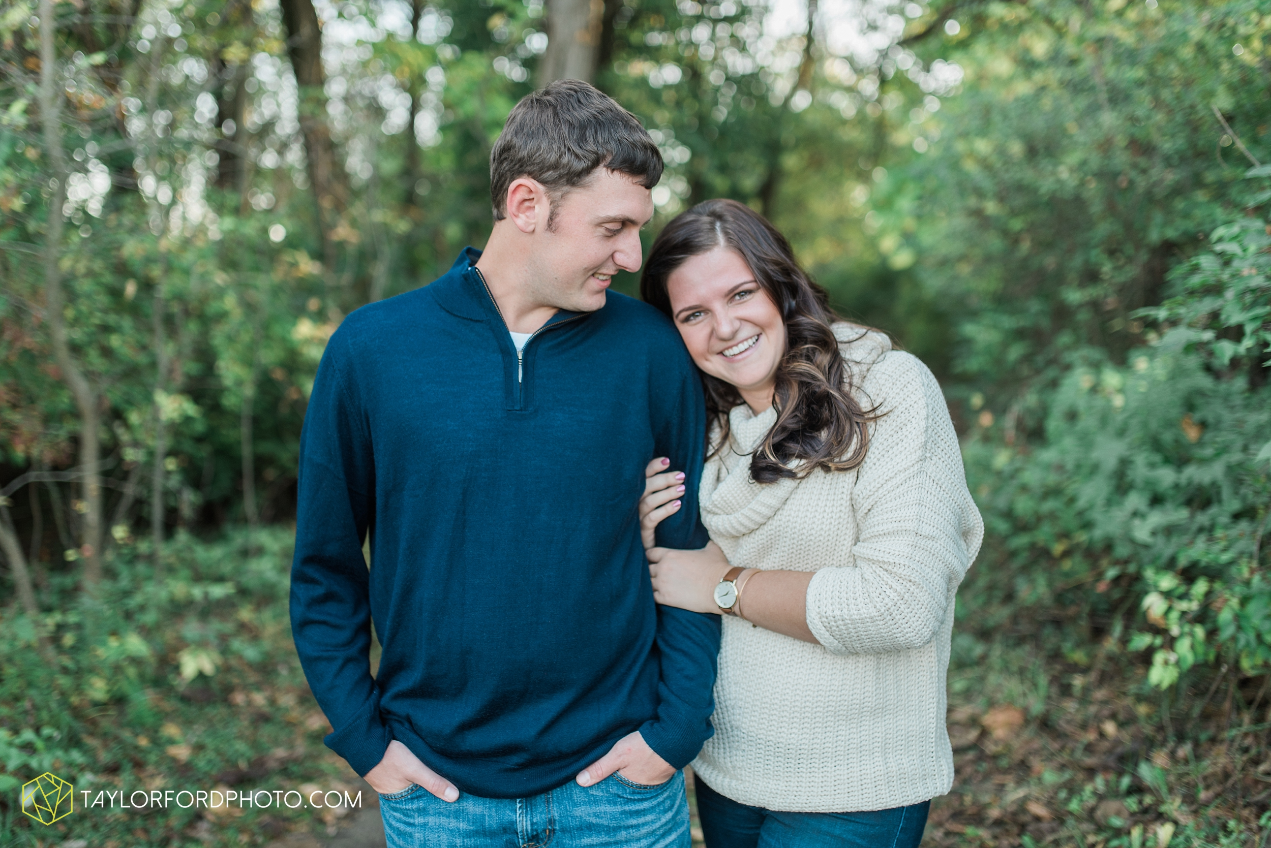 fort-wayne-indiana-engagement-wedding-photographer-Taylor-Ford-Photography-salomon-farm-park_3571.jpg