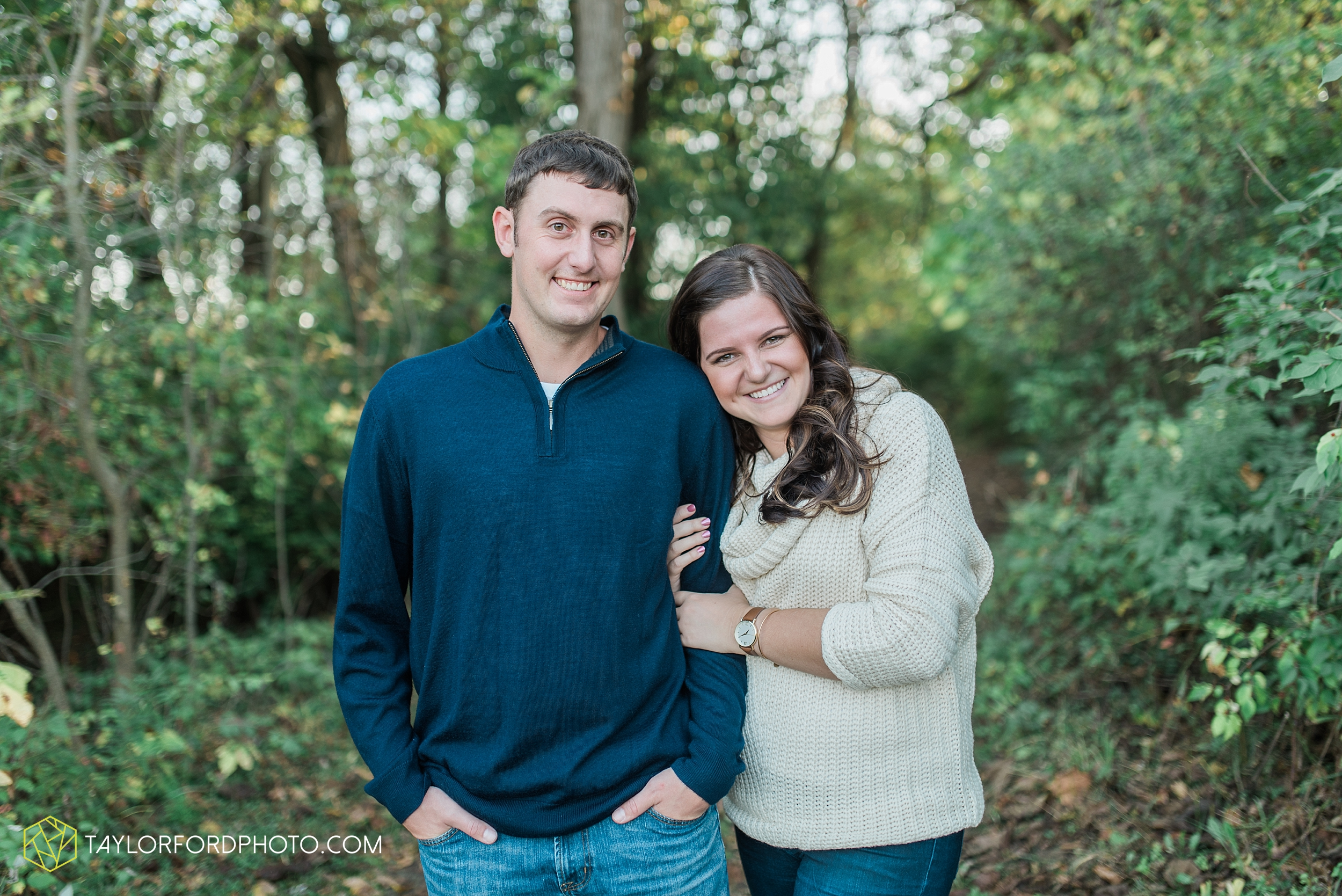 fort-wayne-indiana-engagement-wedding-photographer-Taylor-Ford-Photography-salomon-farm-park_3572.jpg