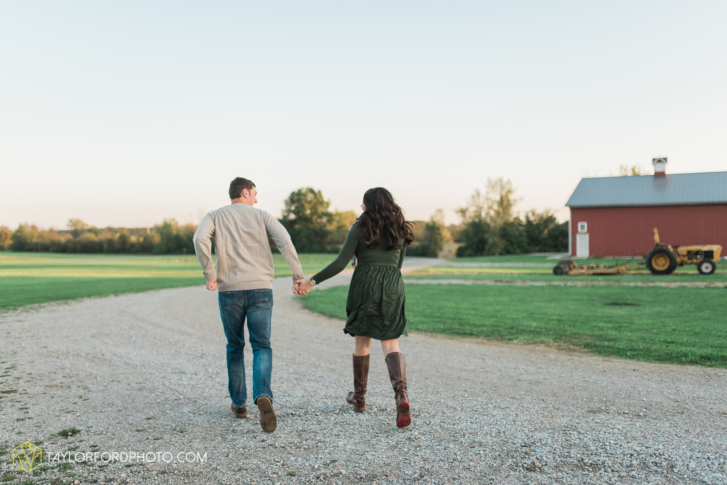 fort-wayne-indiana-engagement-wedding-photographer-Taylor-Ford-Photography-salomon-farm-park_3587.jpg