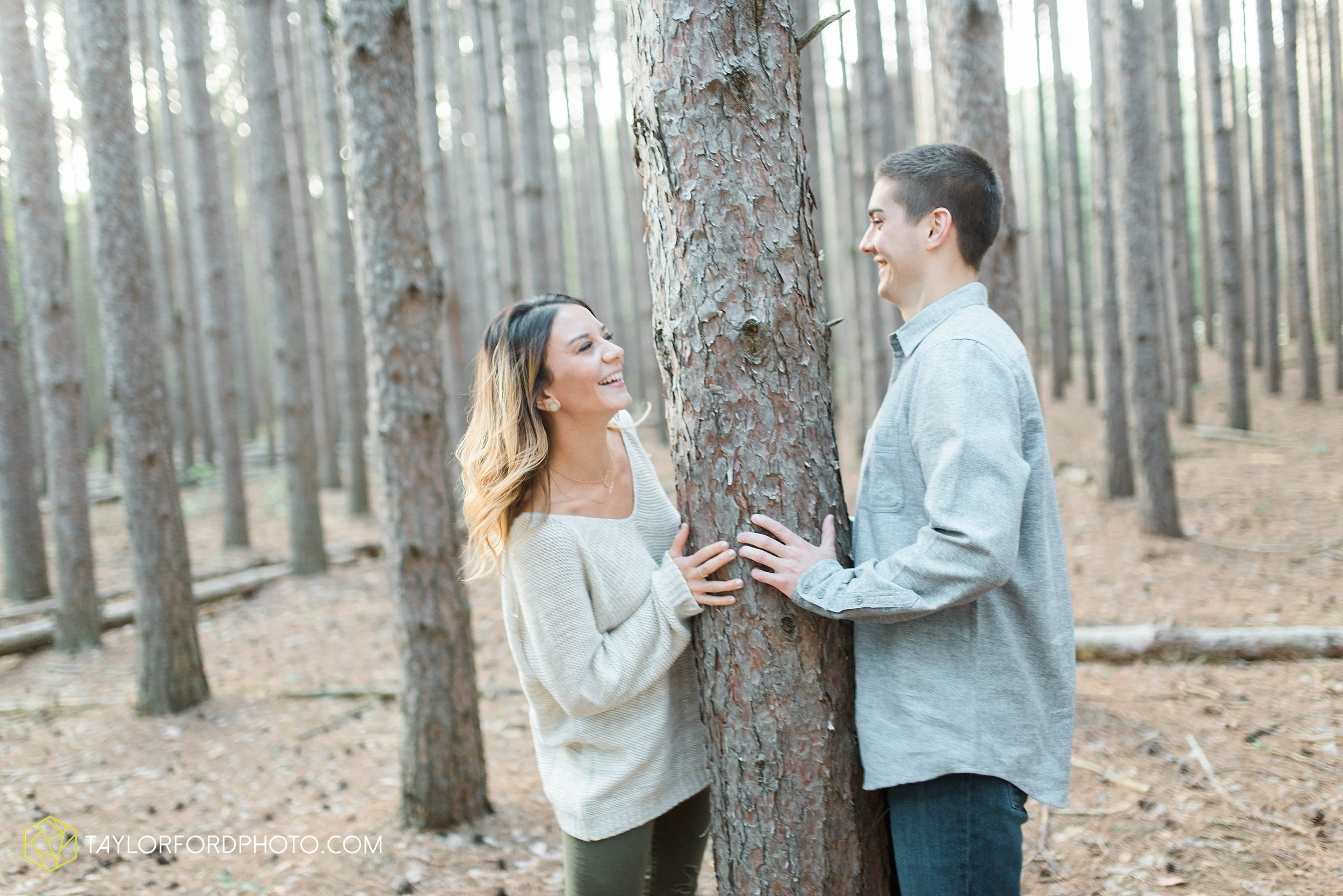 toledo-ohio-engagement-wedding-photographer-Taylor-Ford-Photography-oaks-openings-toledo-metro_3672.jpg
