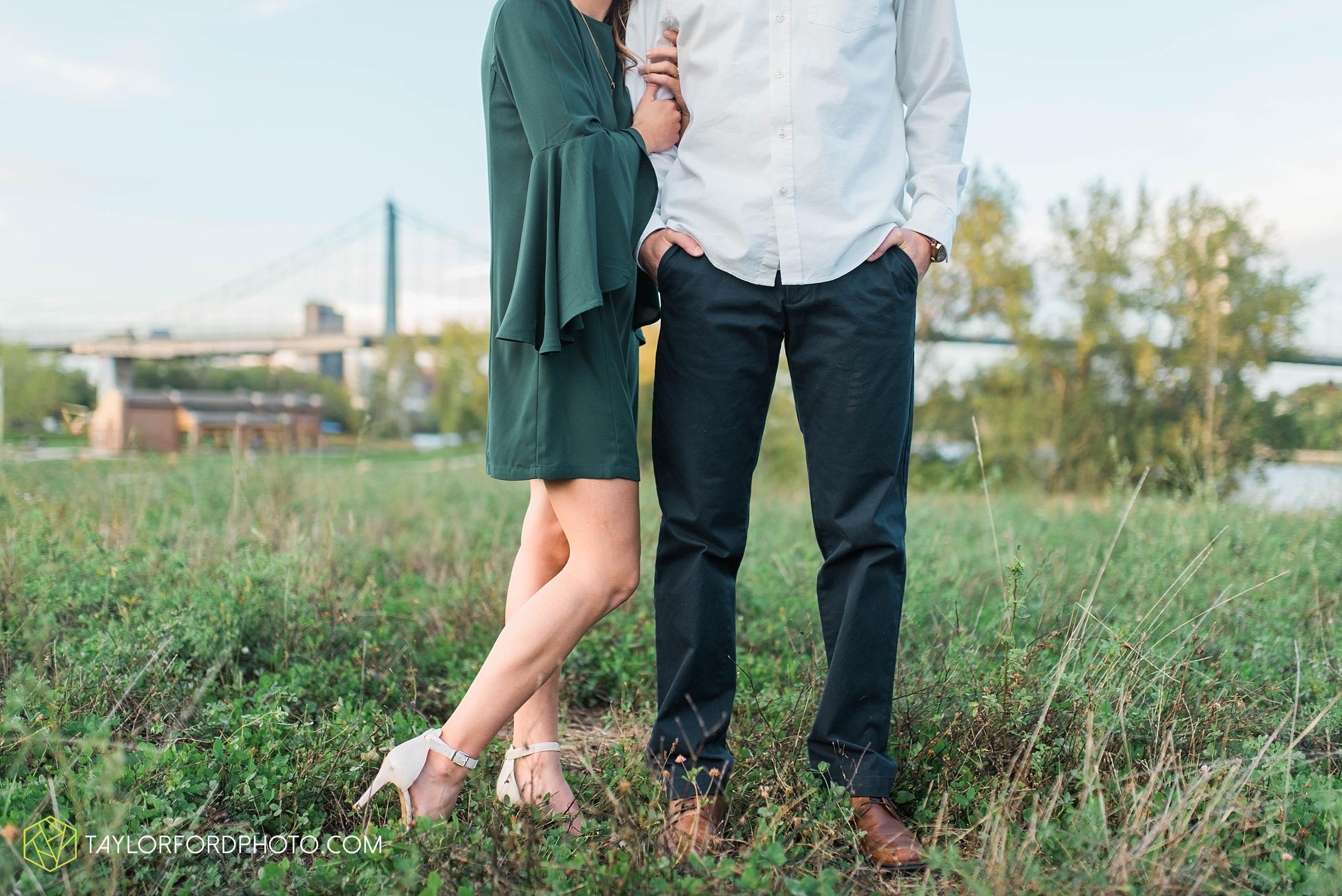toledo-ohio-engagement-wedding-photographer-Taylor-Ford-Photography-oaks-openings-toledo-metro_3688.jpg