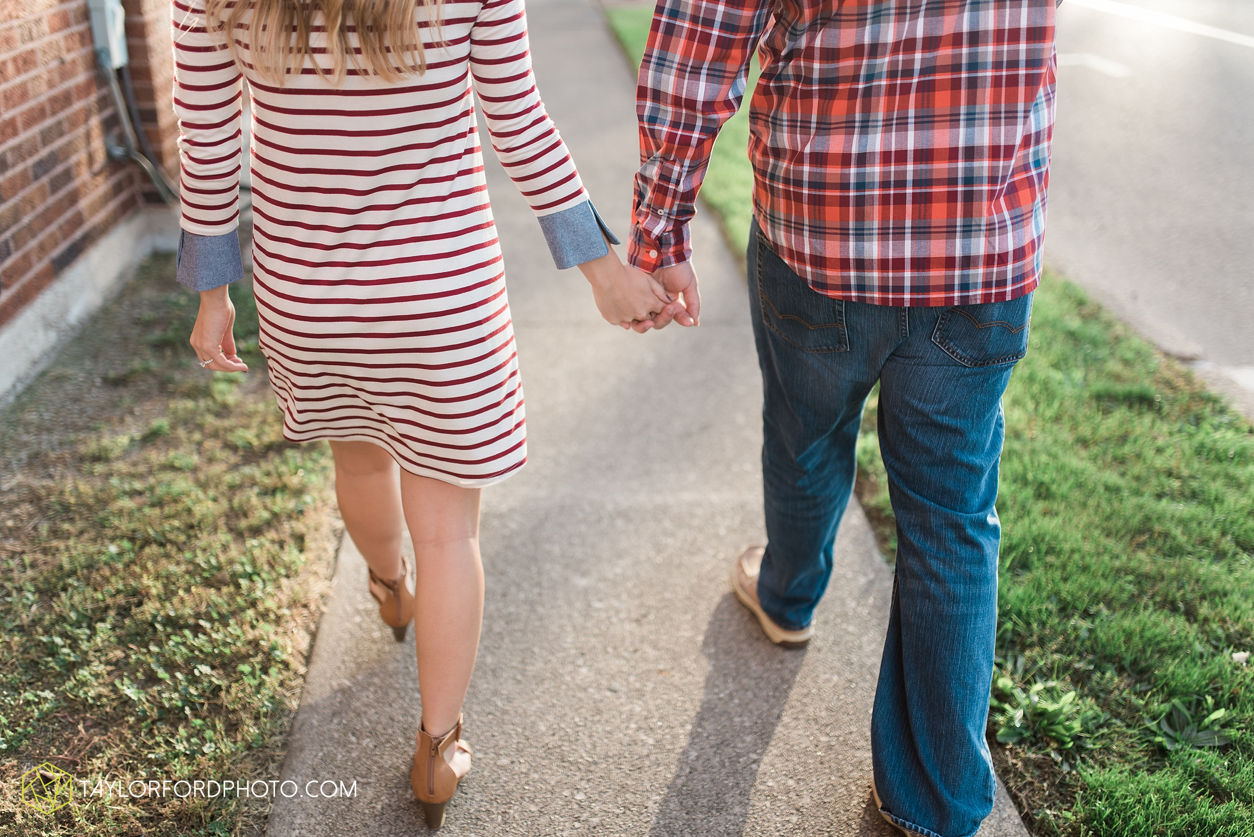 van-wert-ohio-engagement-wedding-photographer-Taylor-Ford-Photography-fall-farm-nature_4059.jpg