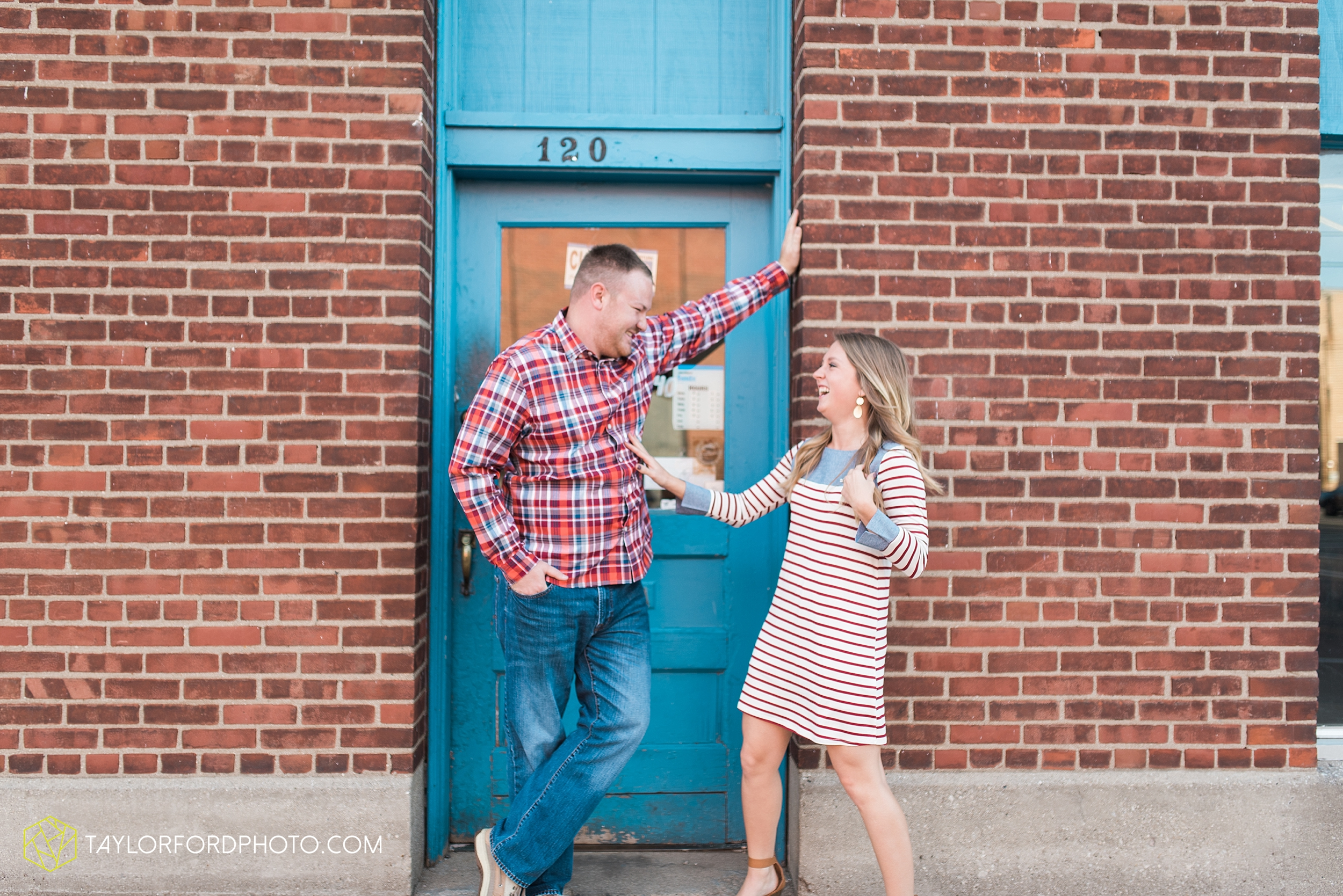 van-wert-ohio-engagement-wedding-photographer-Taylor-Ford-Photography-fall-farm-nature_4060.jpg