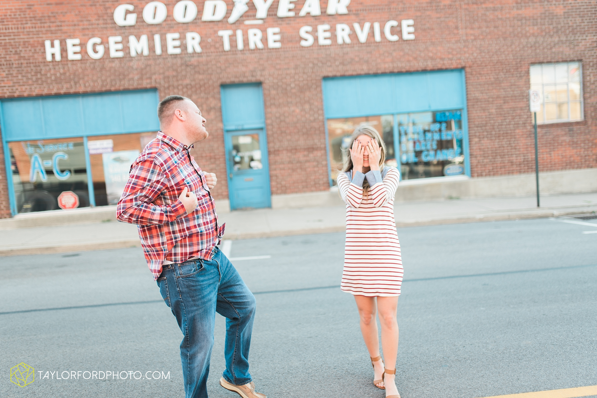 van-wert-ohio-engagement-wedding-photographer-Taylor-Ford-Photography-fall-farm-nature_4062.jpg