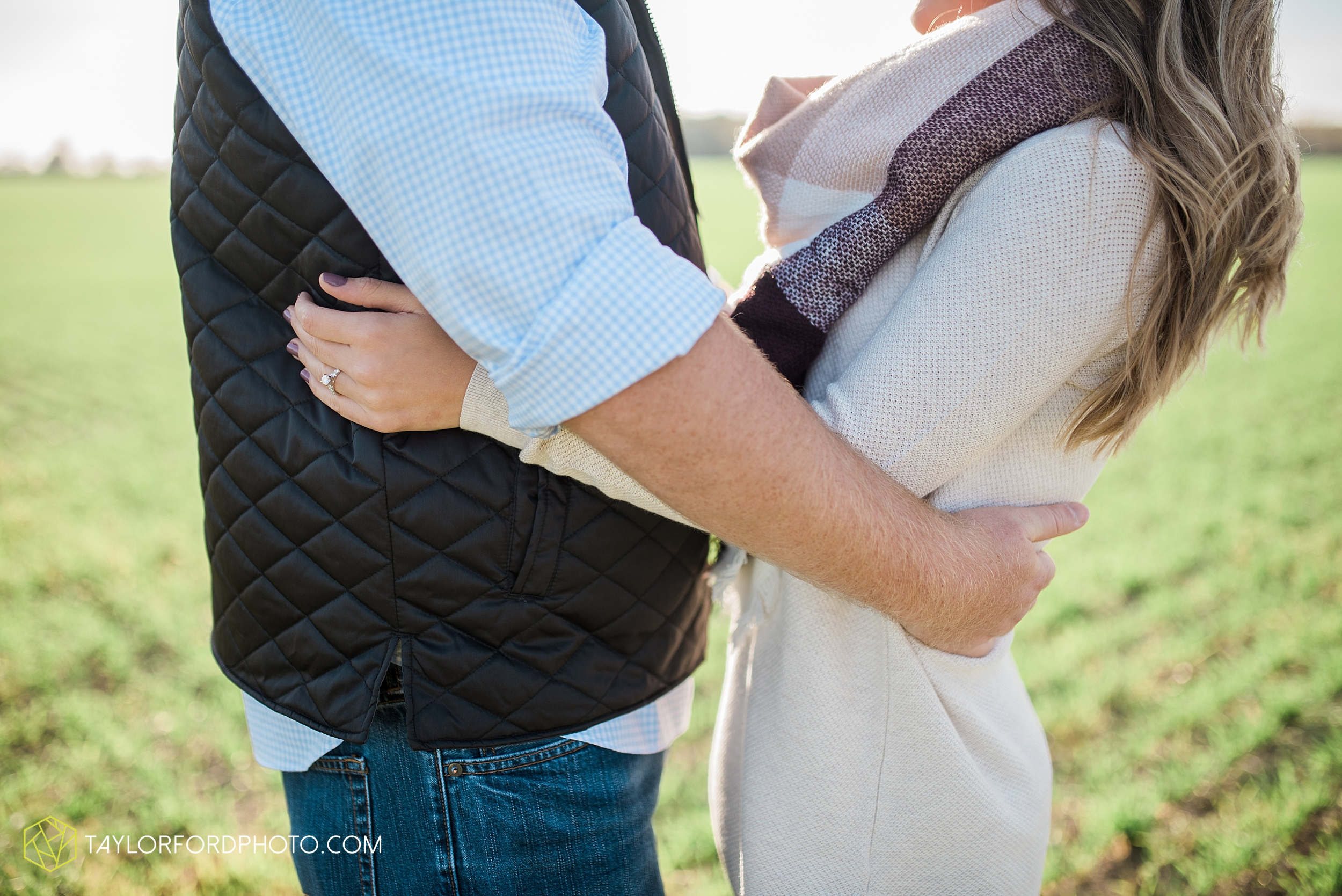 van-wert-ohio-engagement-wedding-photographer-Taylor-Ford-Photography-fall-farm-nature_4068.jpg