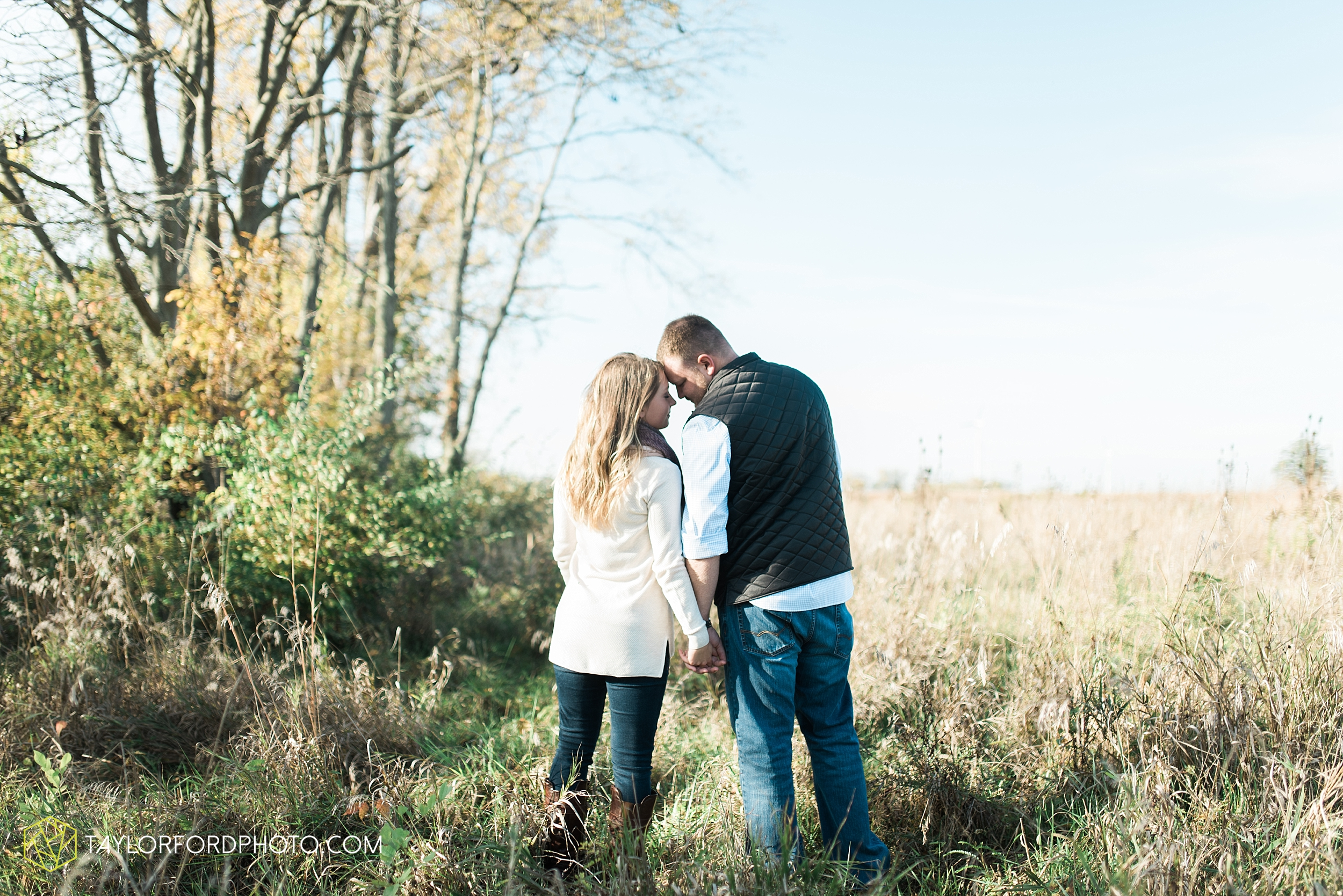 van-wert-ohio-engagement-wedding-photographer-Taylor-Ford-Photography-fall-farm-nature_4071.jpg
