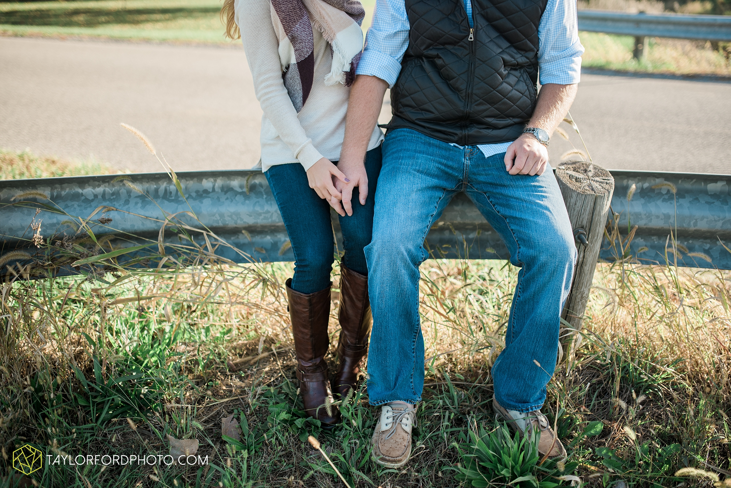 van-wert-ohio-engagement-wedding-photographer-Taylor-Ford-Photography-fall-farm-nature_4072.jpg