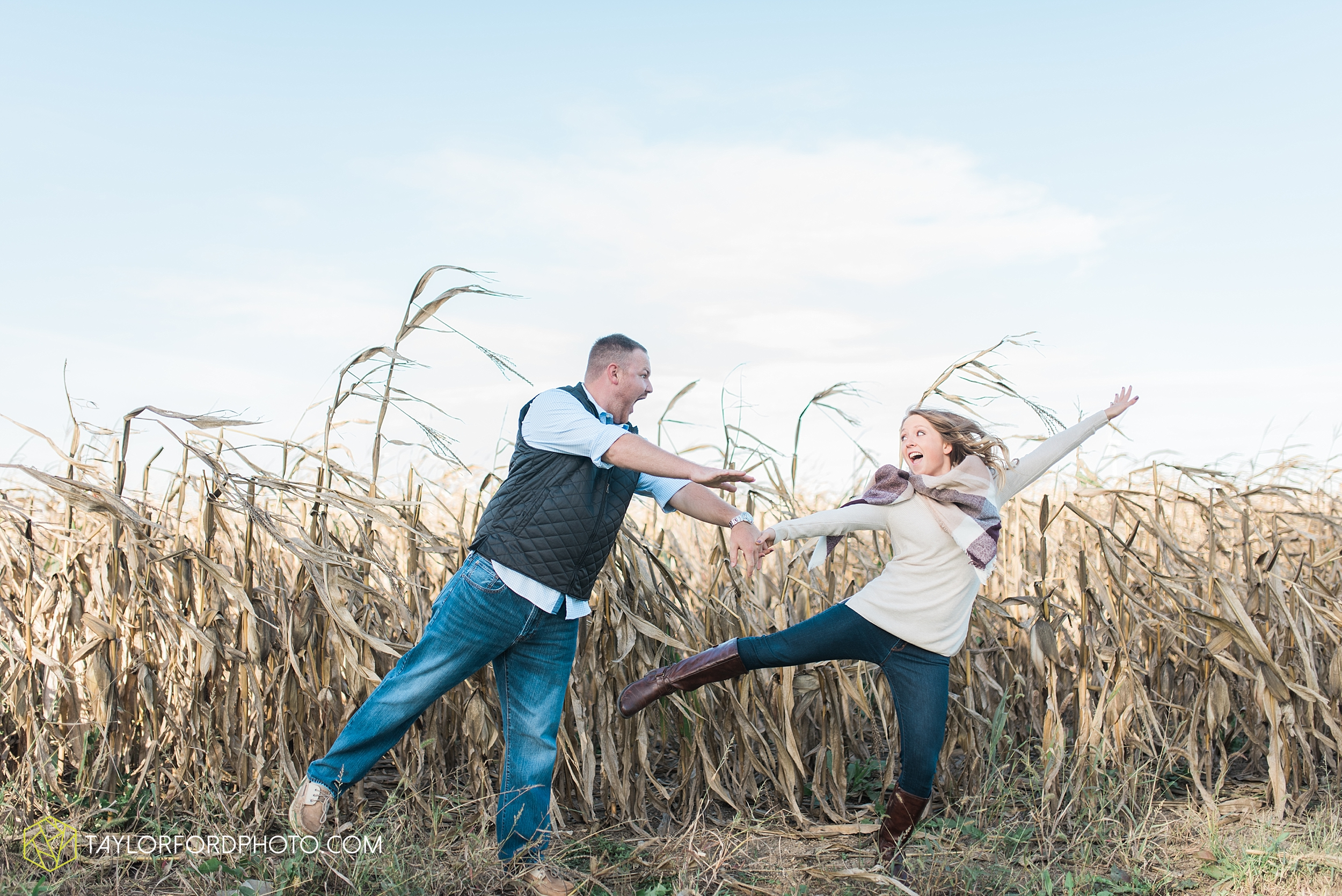 van-wert-ohio-engagement-wedding-photographer-Taylor-Ford-Photography-fall-farm-nature_4074.jpg
