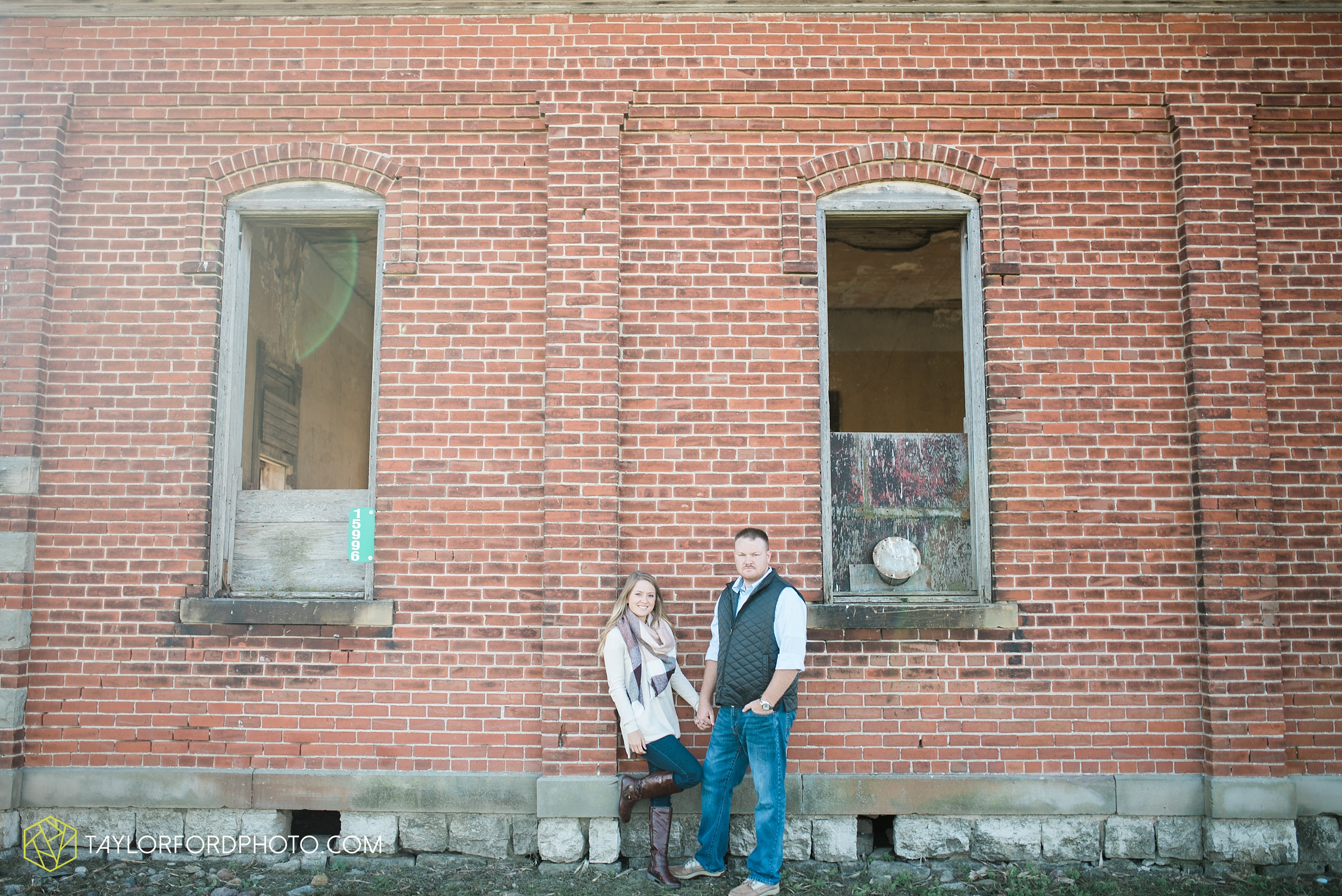 van-wert-ohio-engagement-wedding-photographer-Taylor-Ford-Photography-fall-farm-nature_4076.jpg