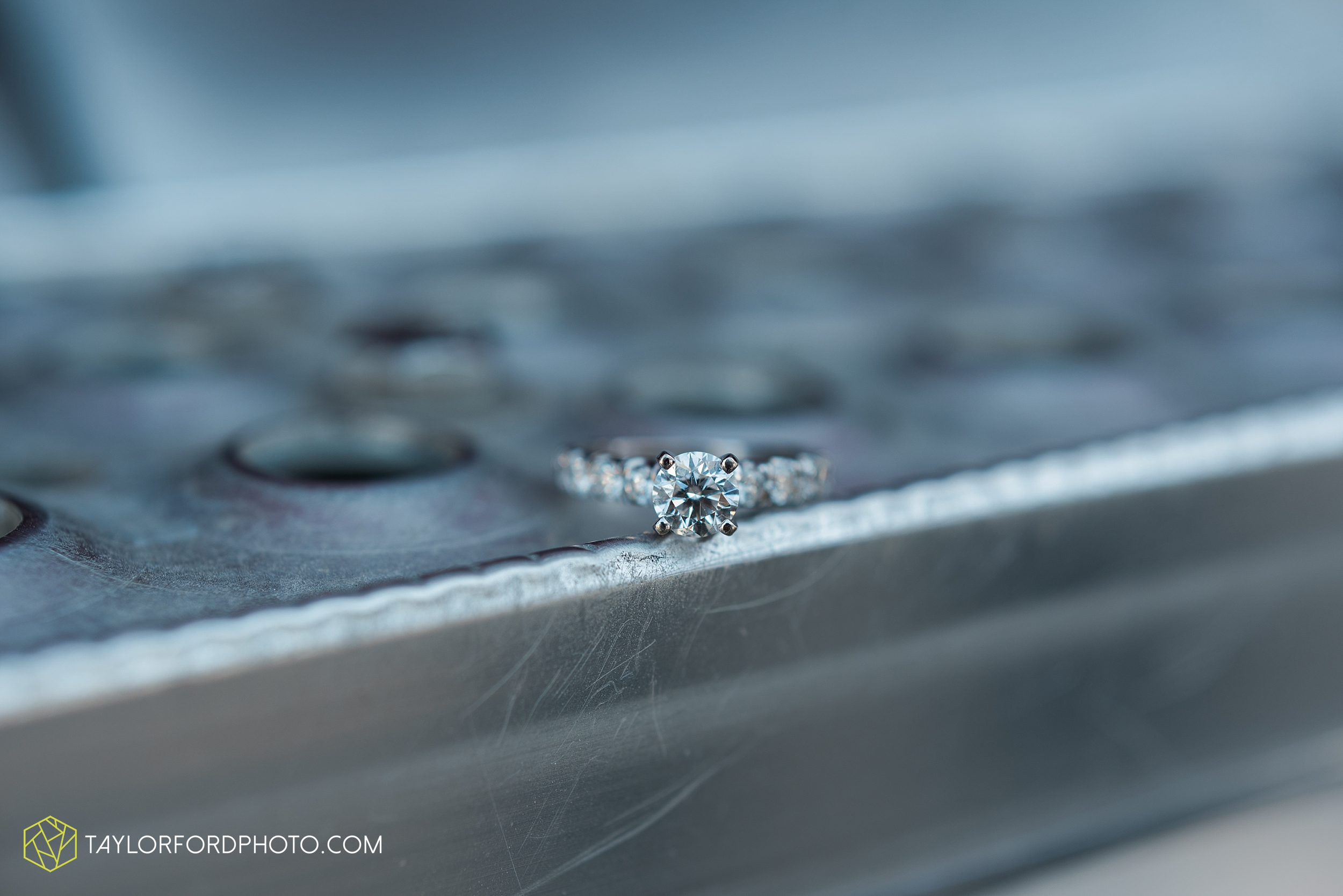 van-wert-ohio-engagement-wedding-photographer-Taylor-Ford-Photography-fall-farm-nature_4082.jpg