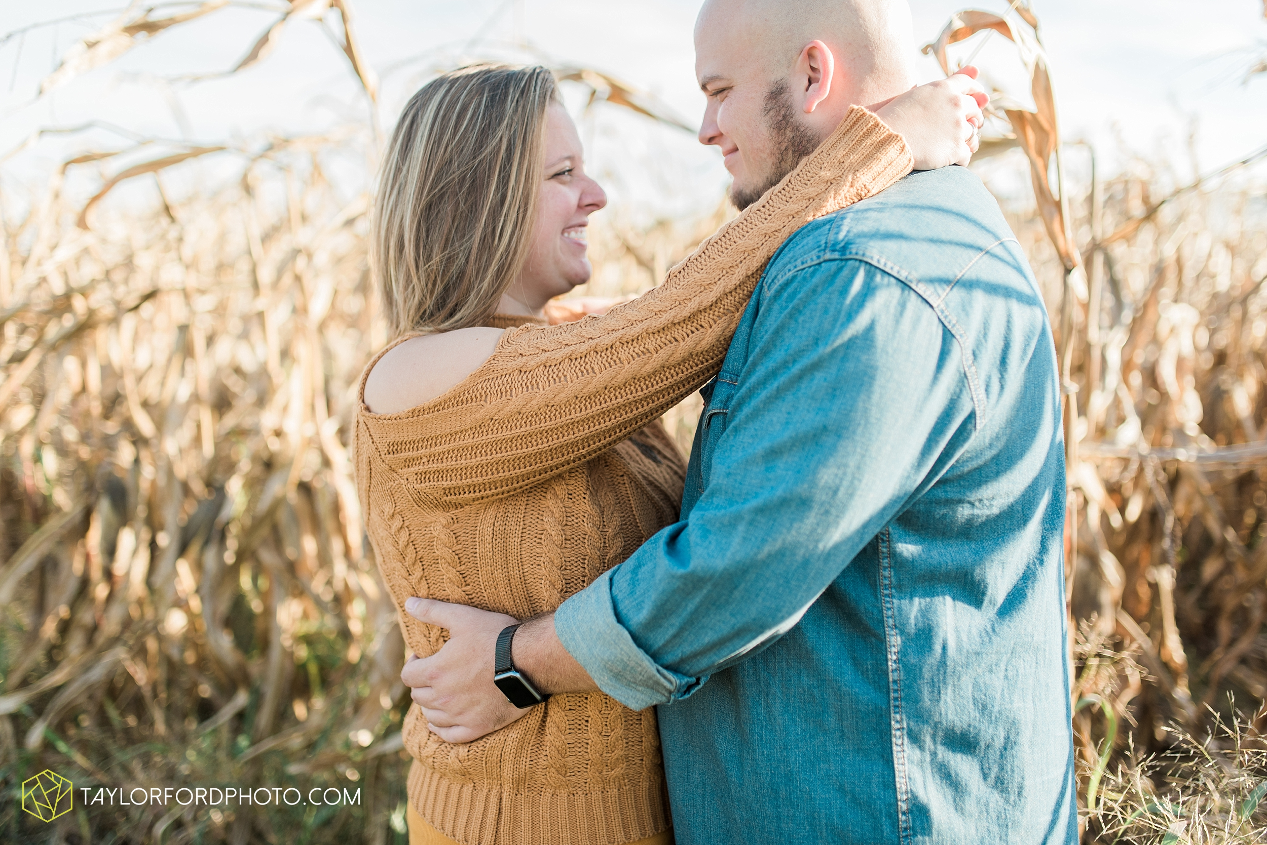 van-wert-ohio-engagement-wedding-photographer-Taylor-Ford-Photography-fall-farm-nature_4140.jpg