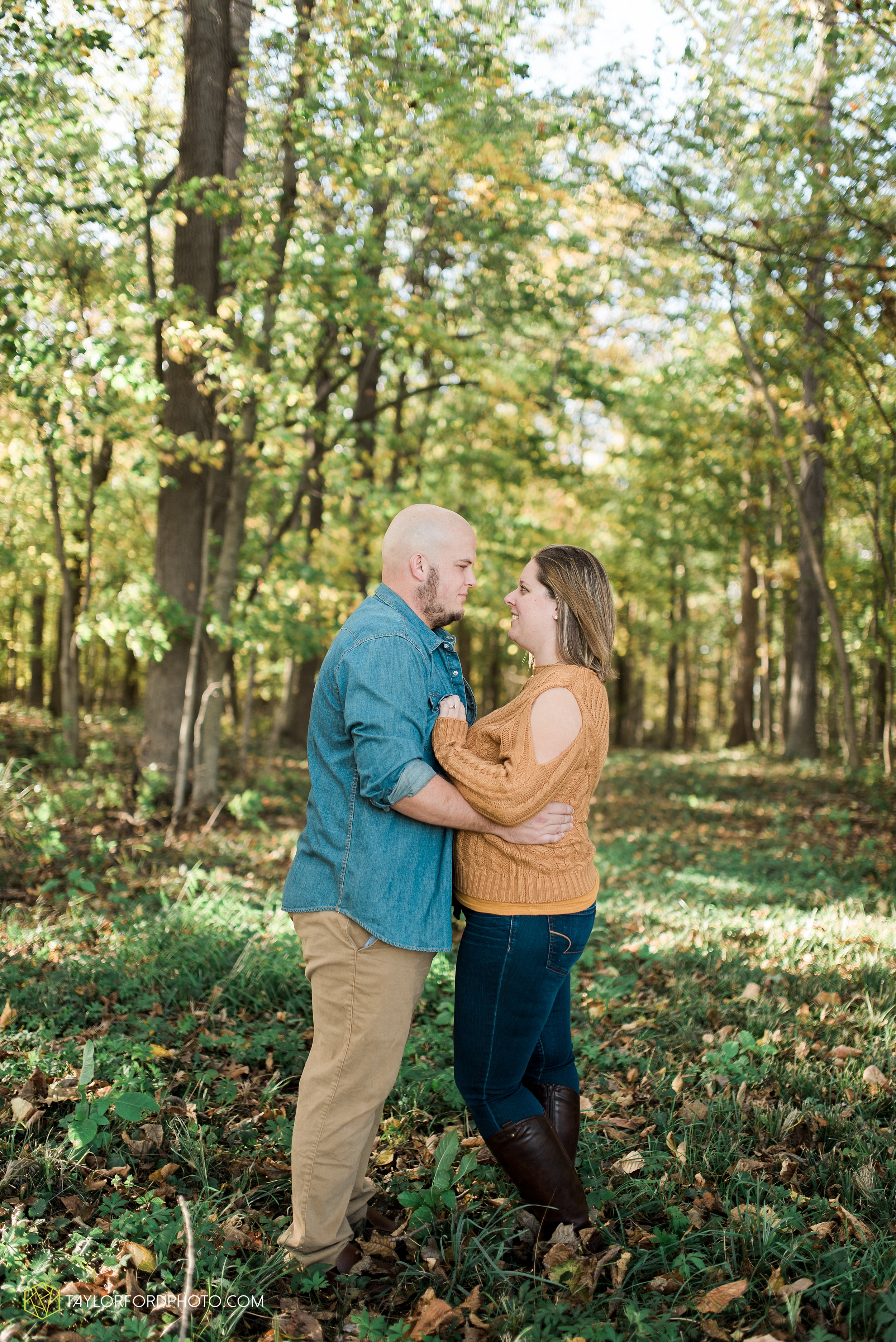van-wert-ohio-engagement-wedding-photographer-Taylor-Ford-Photography-fall-farm-nature_4138.jpg