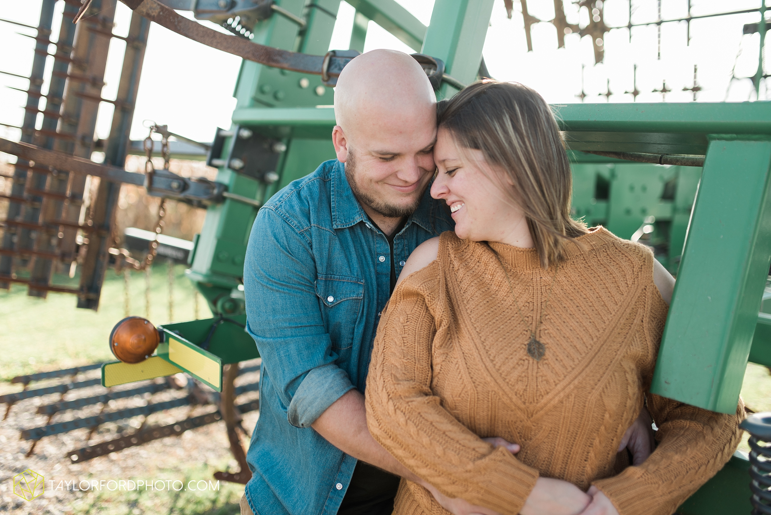 van-wert-ohio-engagement-wedding-photographer-Taylor-Ford-Photography-fall-farm-nature_4142.jpg
