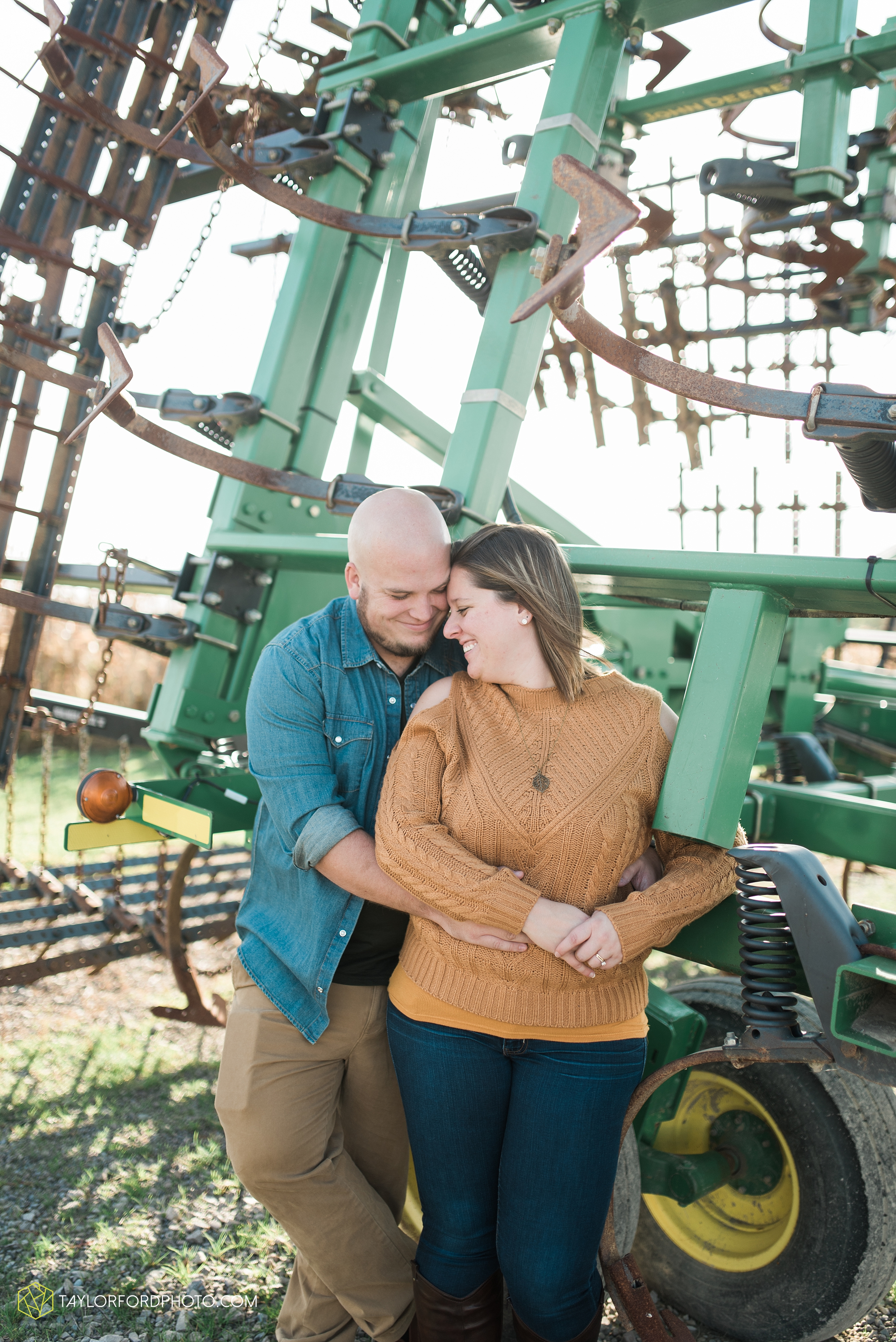 van-wert-ohio-engagement-wedding-photographer-Taylor-Ford-Photography-fall-farm-nature_4141.jpg
