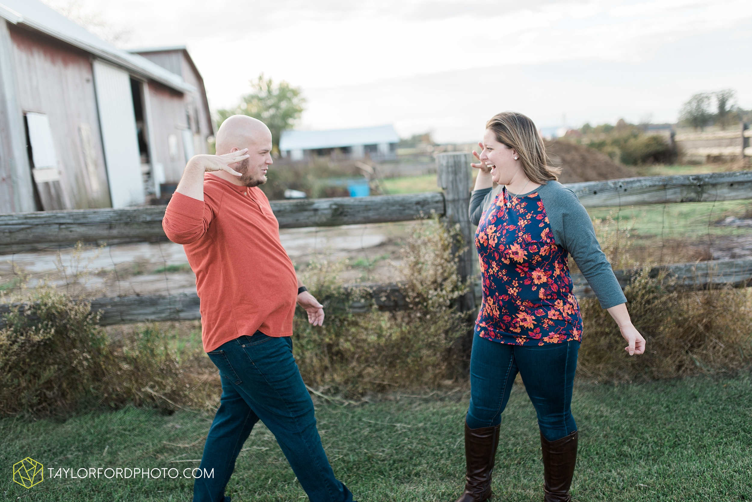 van-wert-ohio-engagement-wedding-photographer-Taylor-Ford-Photography-fall-farm-nature_4147.jpg