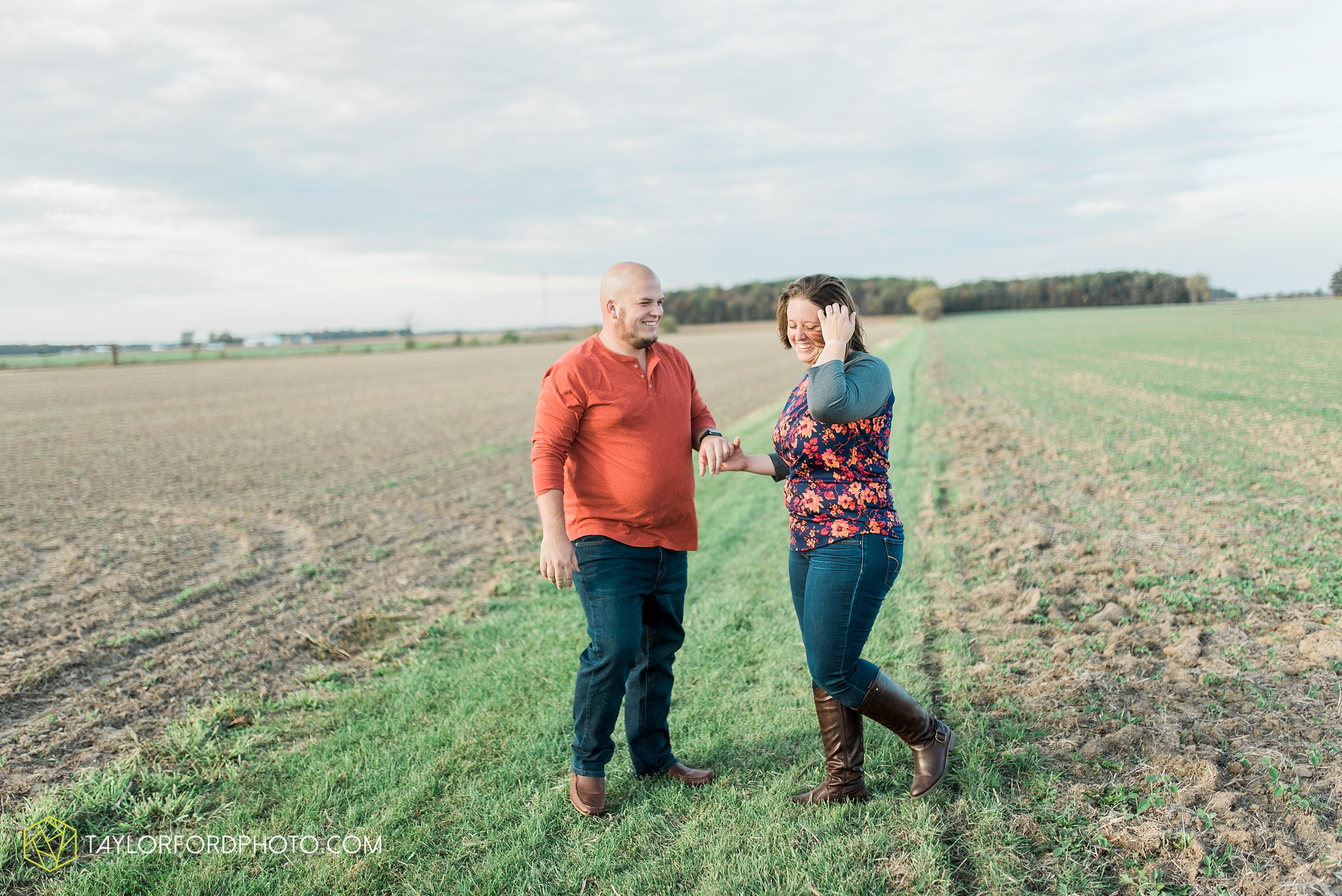 van-wert-ohio-engagement-wedding-photographer-Taylor-Ford-Photography-fall-farm-nature_4150.jpg