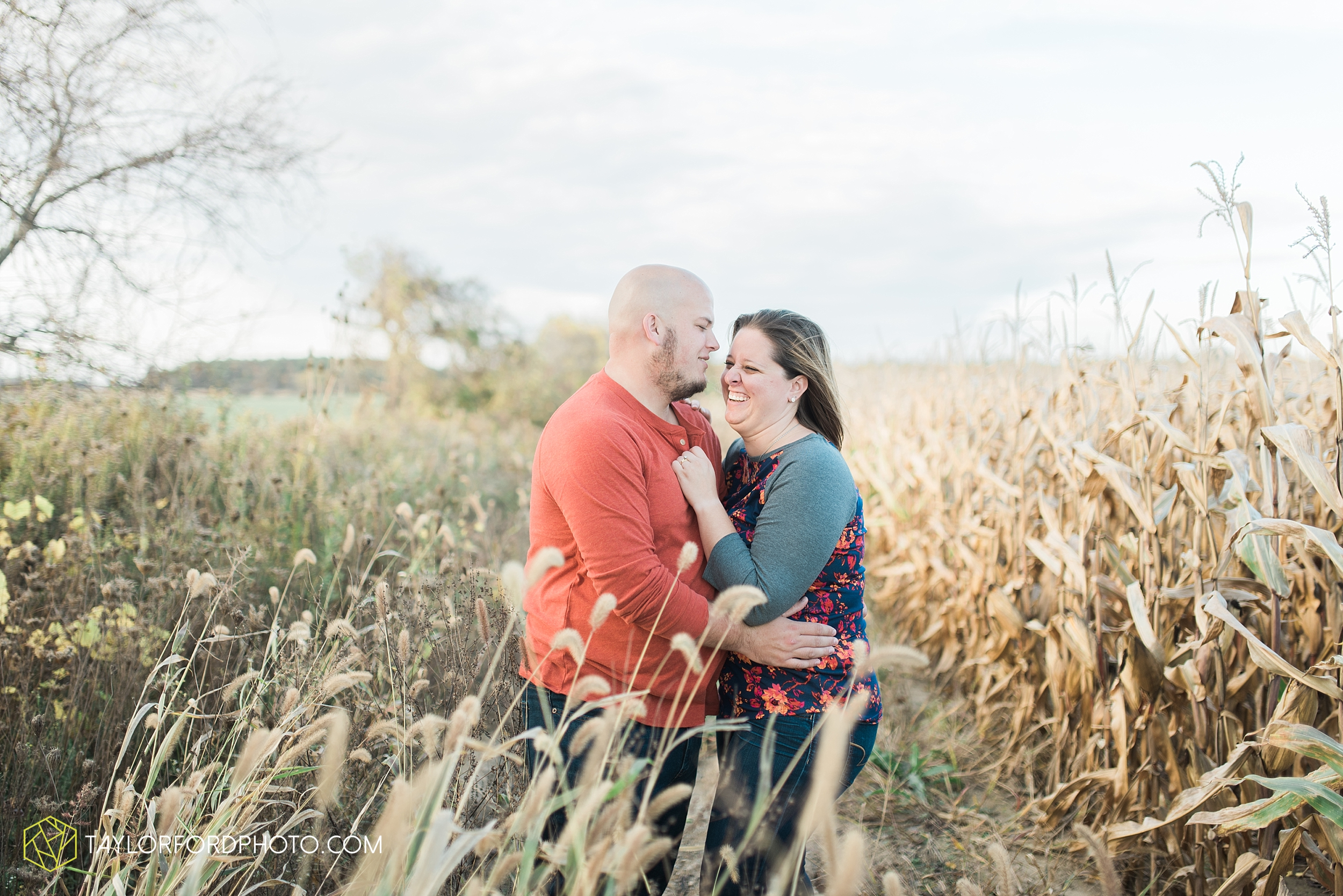 van-wert-ohio-engagement-wedding-photographer-Taylor-Ford-Photography-fall-farm-nature_4151.jpg