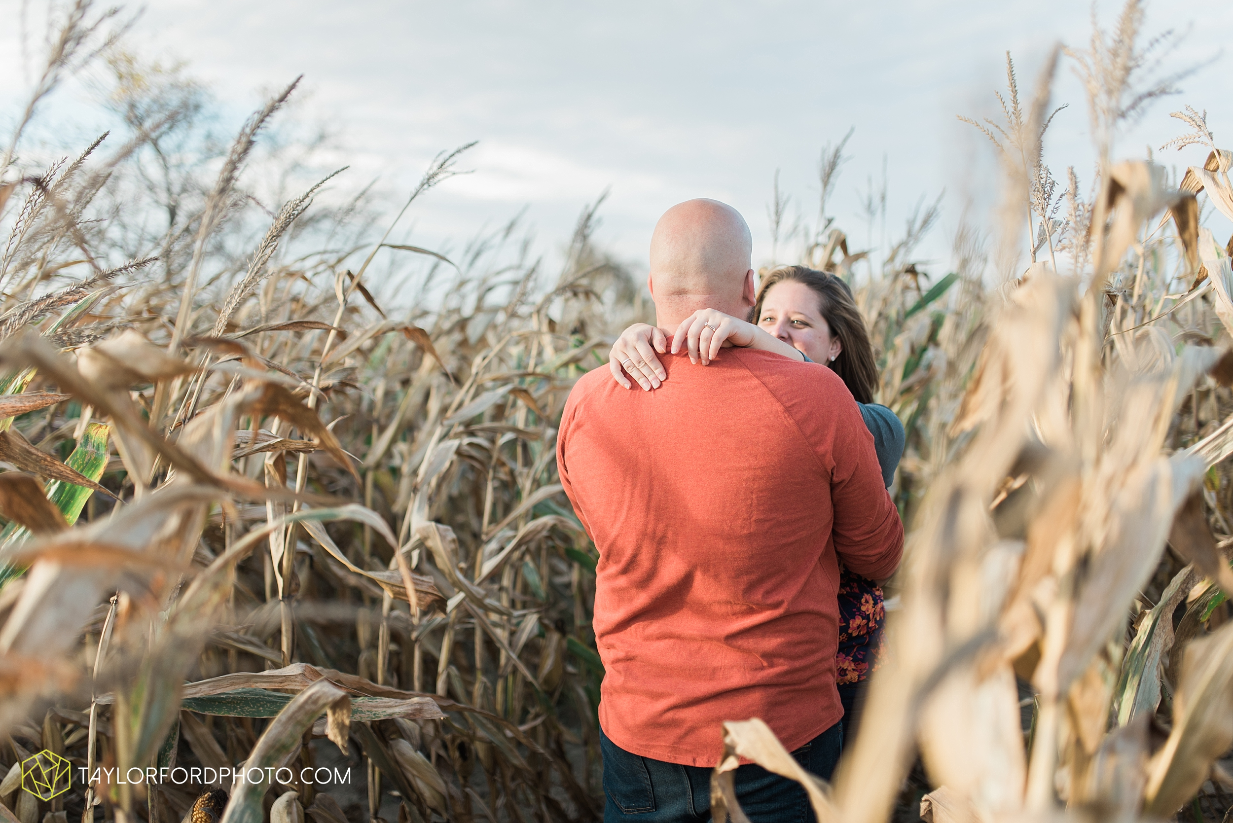 van-wert-ohio-engagement-wedding-photographer-Taylor-Ford-Photography-fall-farm-nature_4156.jpg
