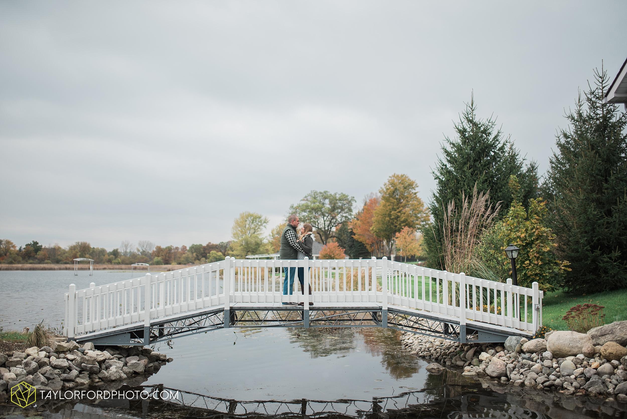 angola-indiana-crooked-lake-engagement-wedding-photographer-Taylor-Ford-Photography-winter-frozen-lake_4243.jpg