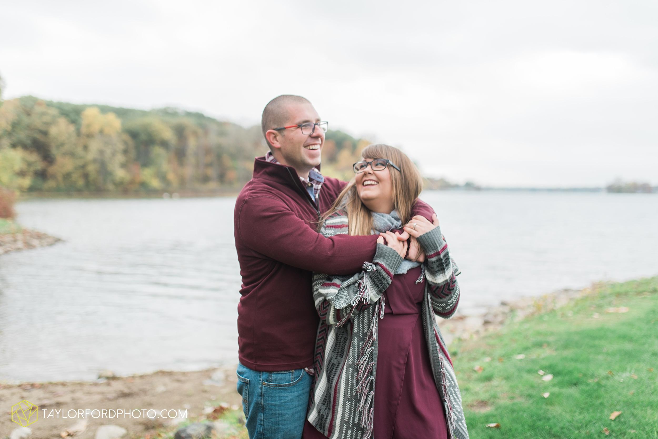 angola-indiana-crooked-lake-engagement-wedding-photographer-Taylor-Ford-Photography-winter-frozen-lake_4245.jpg