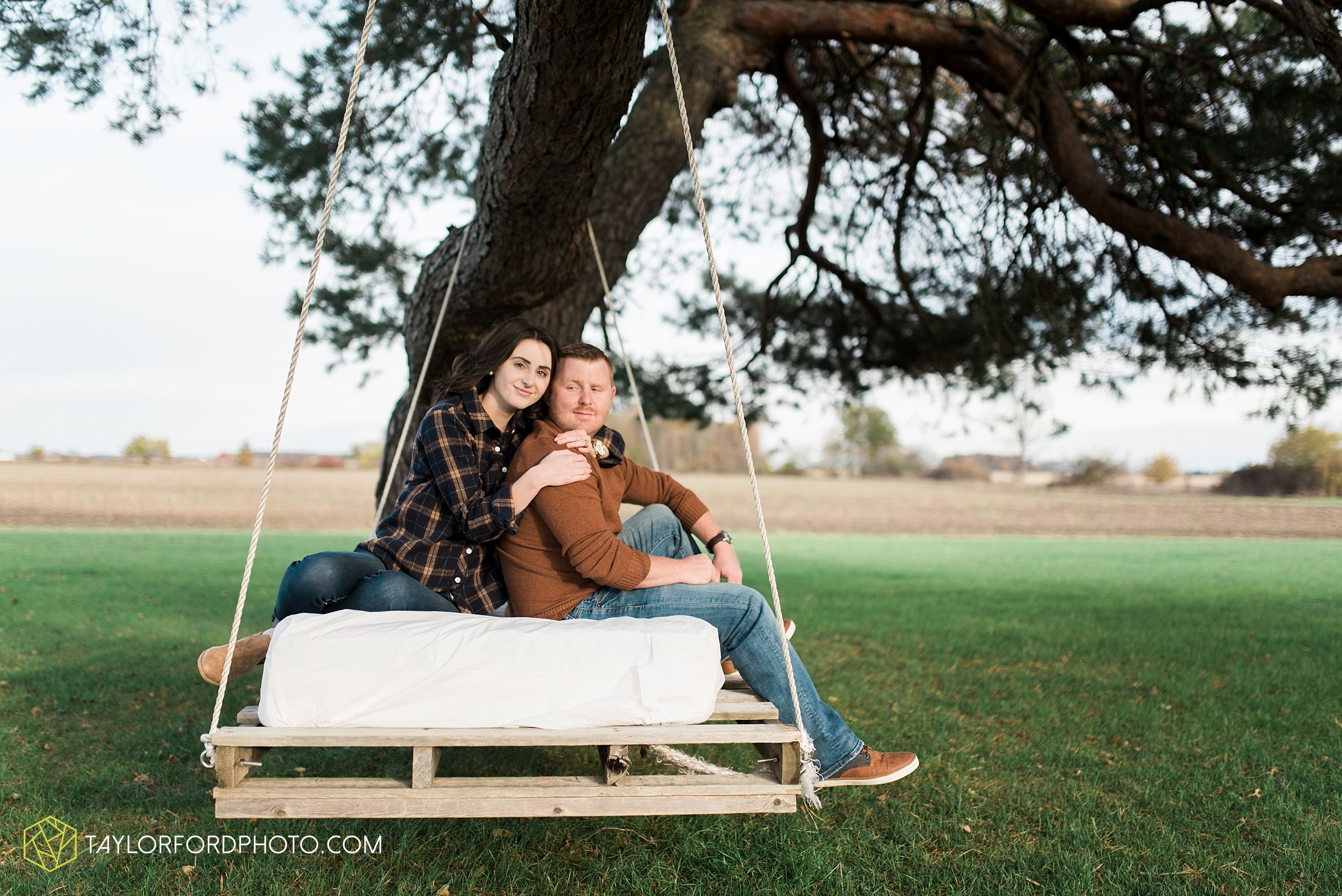 van-wert-ohio-engagement-photography-farm-life-photographer-Taylor-Ford-Photography_4526.jpg