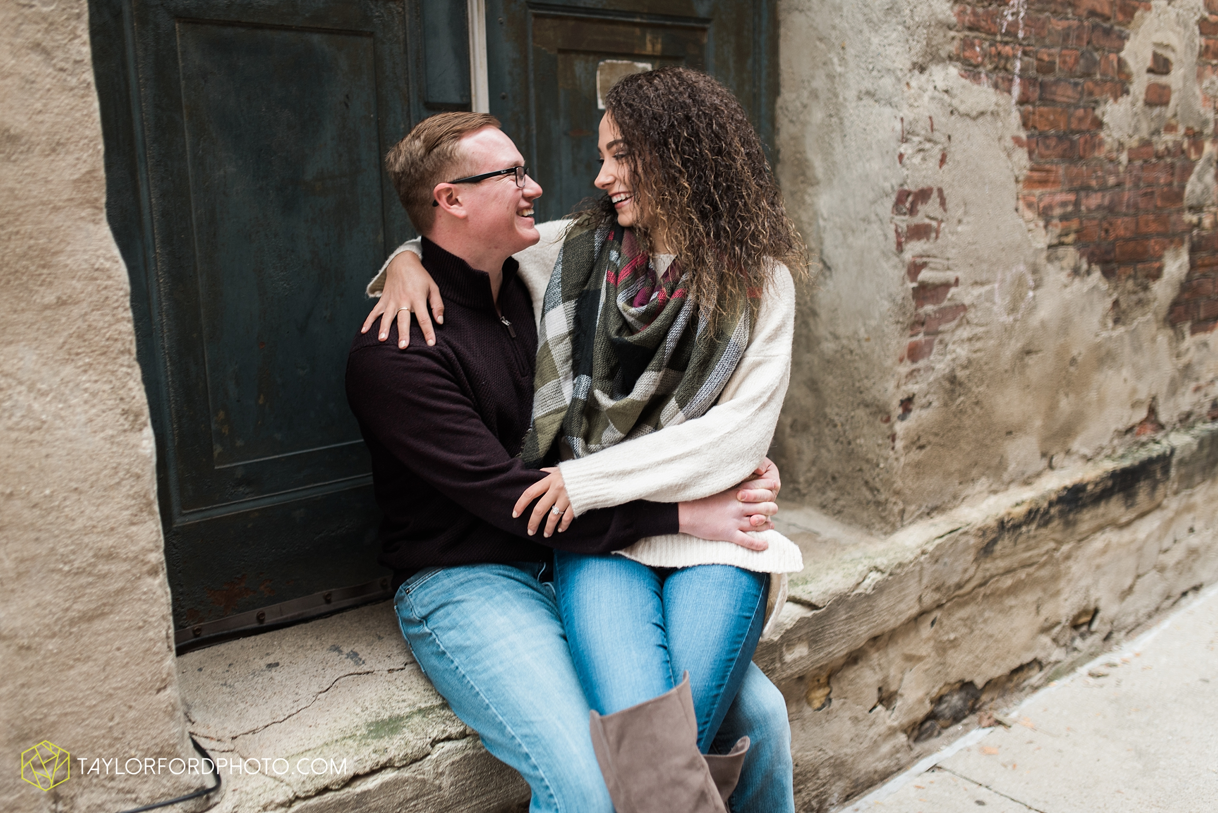 fort-wayne-indiana-engagement-photographer-rainy-day-session-Taylor-Ford-Photography_4990.jpg