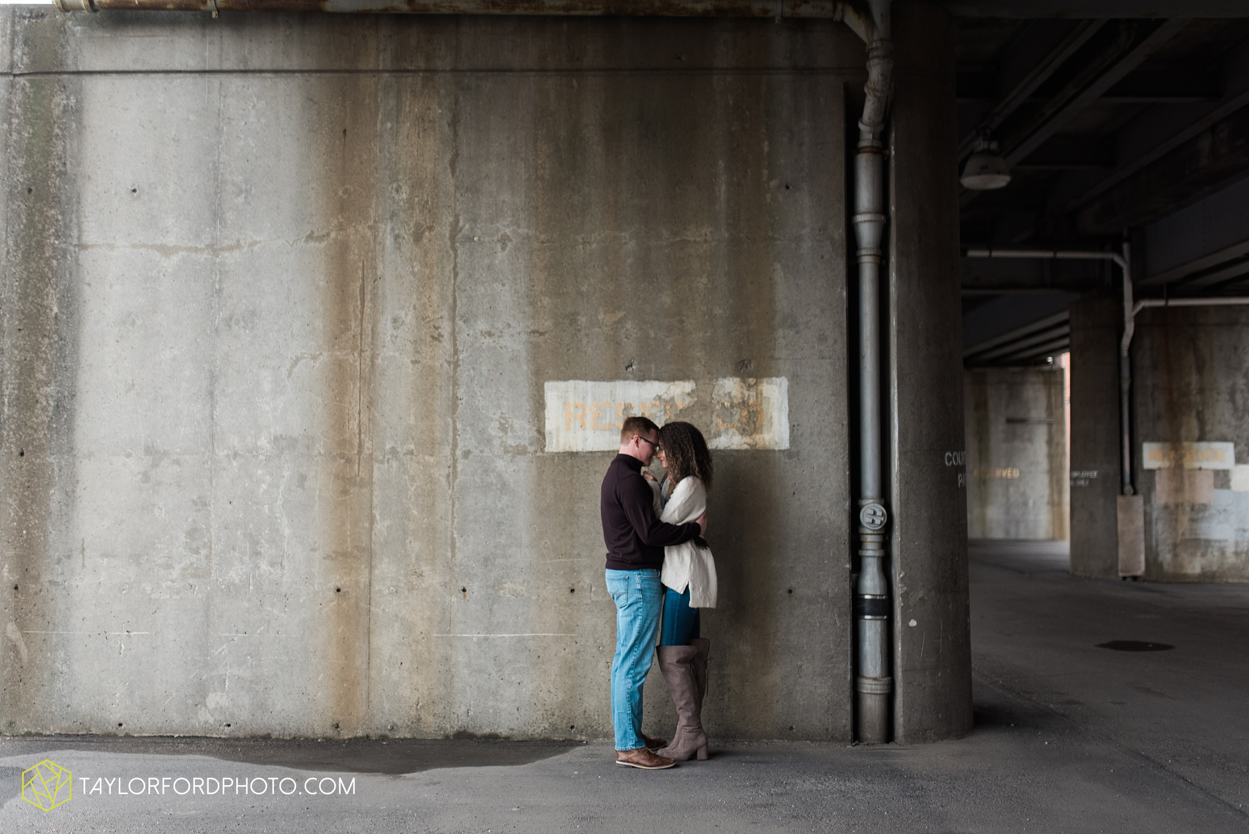 fort-wayne-indiana-engagement-photographer-rainy-day-session-Taylor-Ford-Photography_4997.jpg