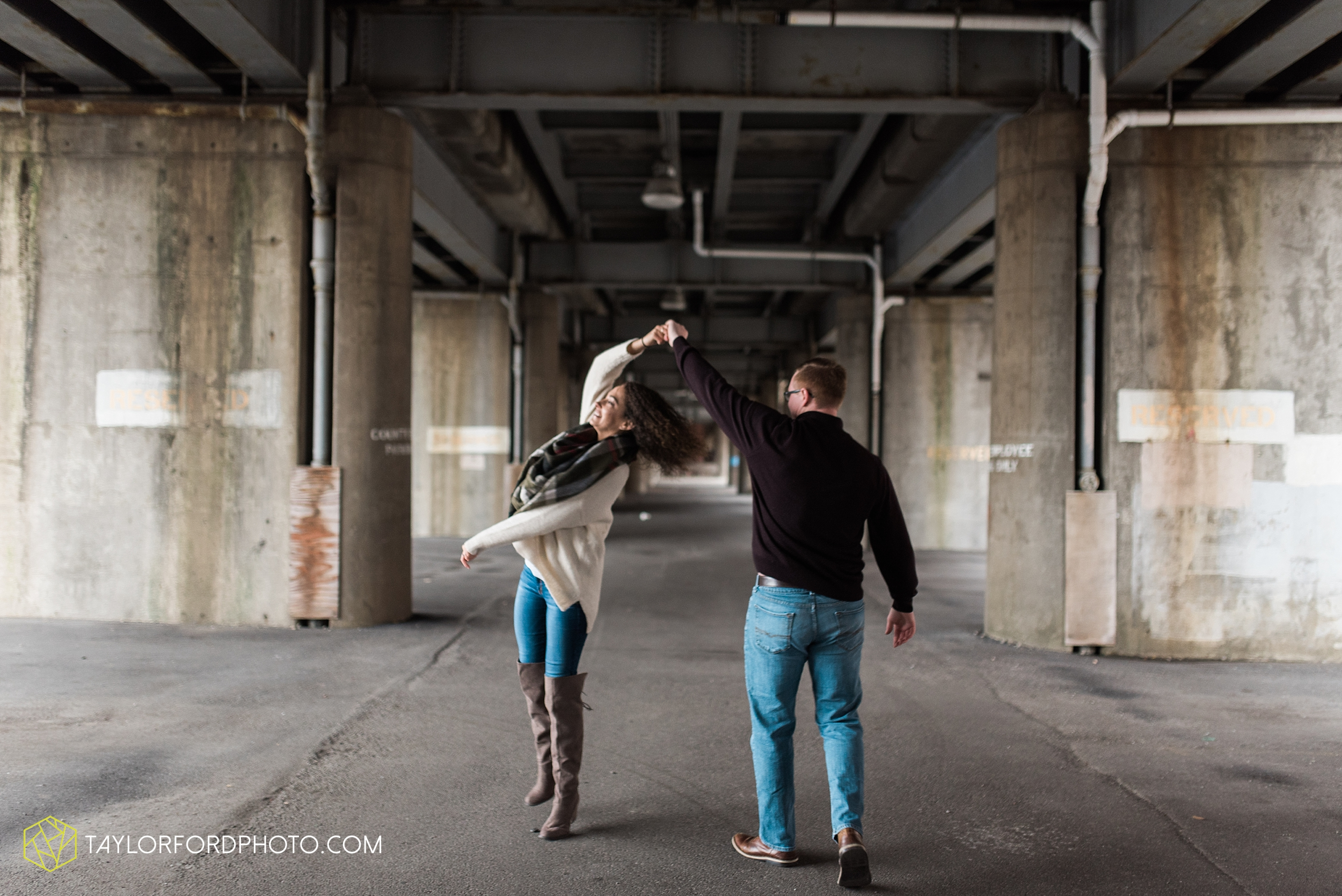 fort-wayne-indiana-engagement-photographer-rainy-day-session-Taylor-Ford-Photography_5000.jpg