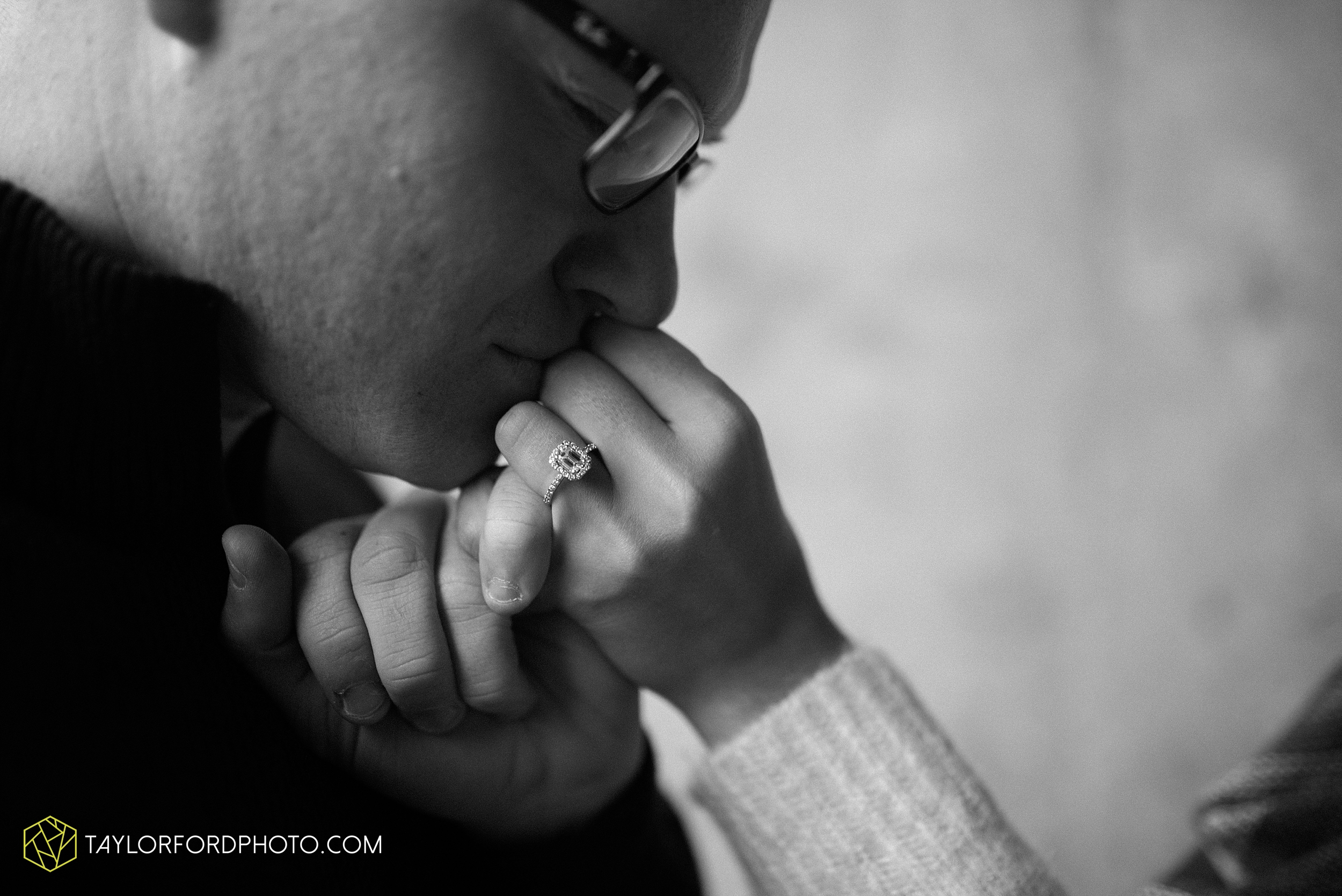 fort-wayne-indiana-engagement-photographer-rainy-day-session-Taylor-Ford-Photography_5002.jpg