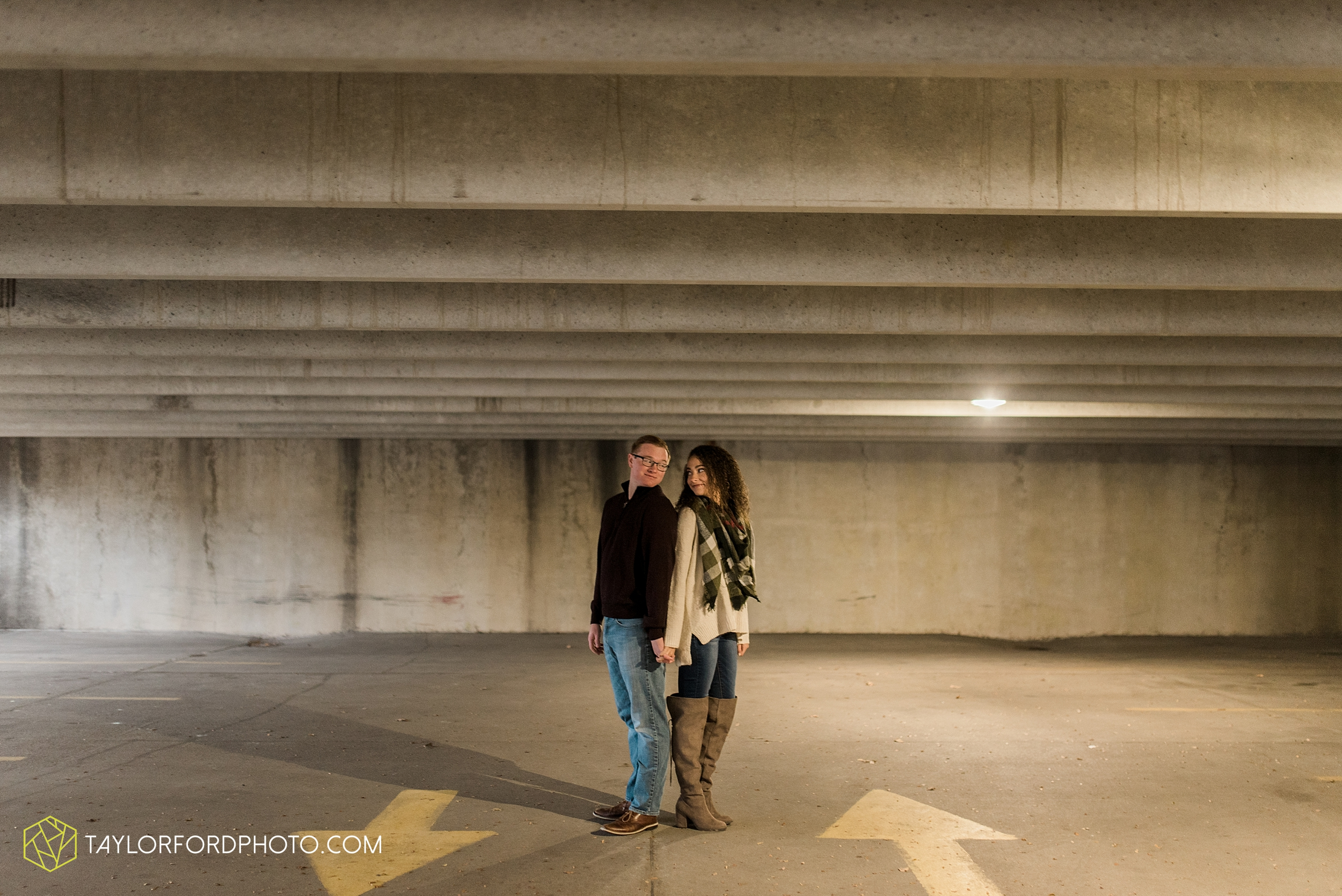 fort-wayne-indiana-engagement-photographer-rainy-day-session-Taylor-Ford-Photography_5004.jpg