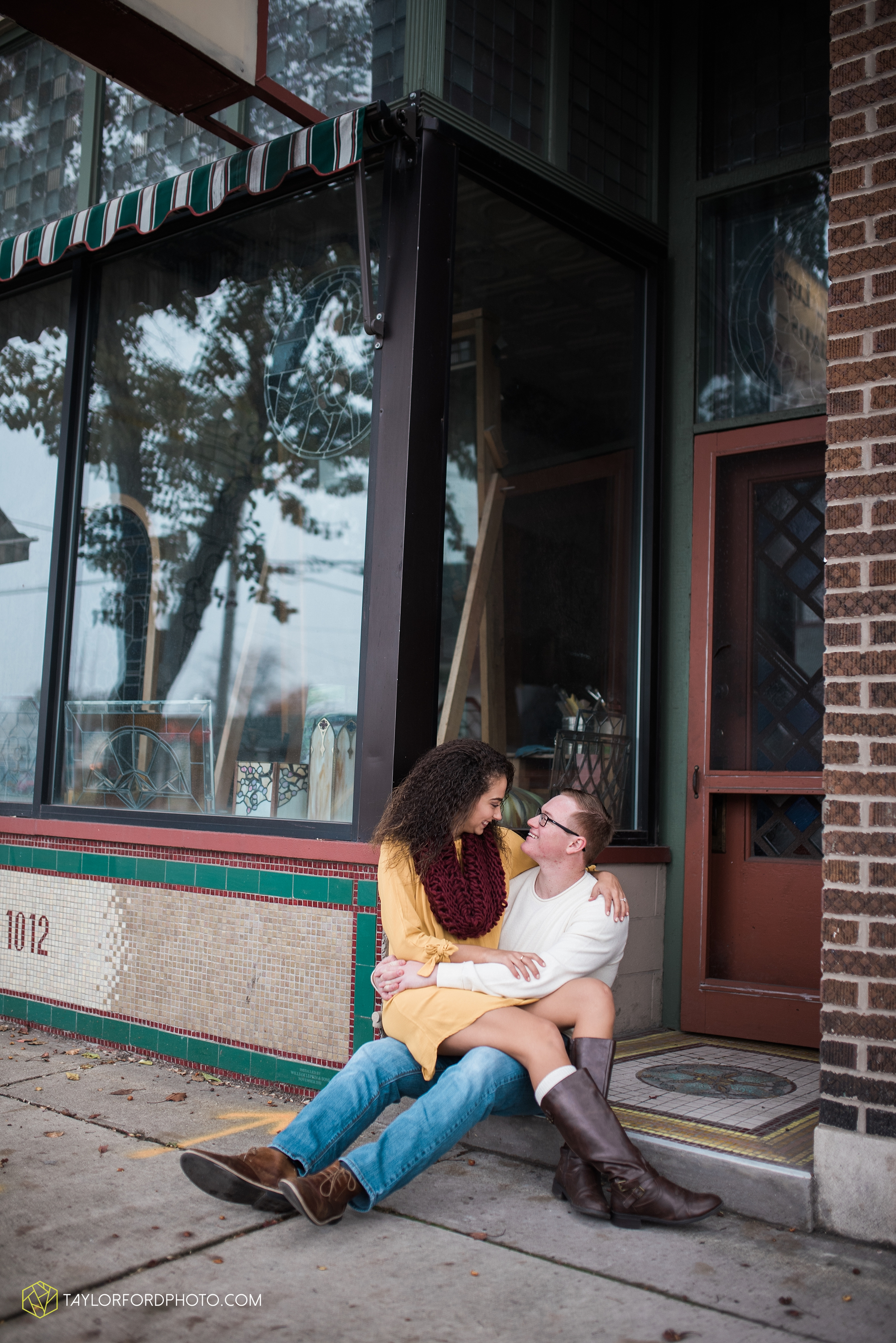 fort-wayne-indiana-engagement-photographer-rainy-day-session-Taylor-Ford-Photography_5008.jpg