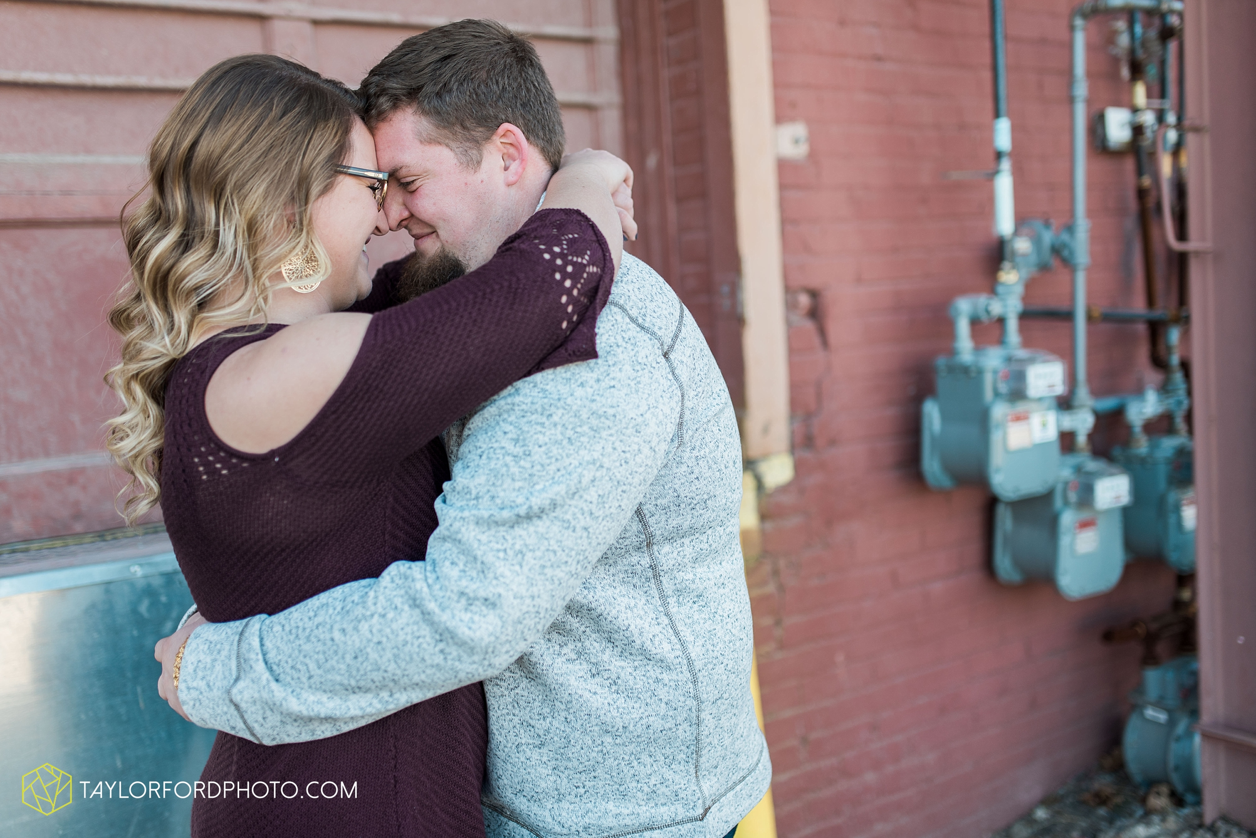 fort-wayne-new-haven-indiana-engagement-photographer-Taylor-Ford-Photography_5231.jpg