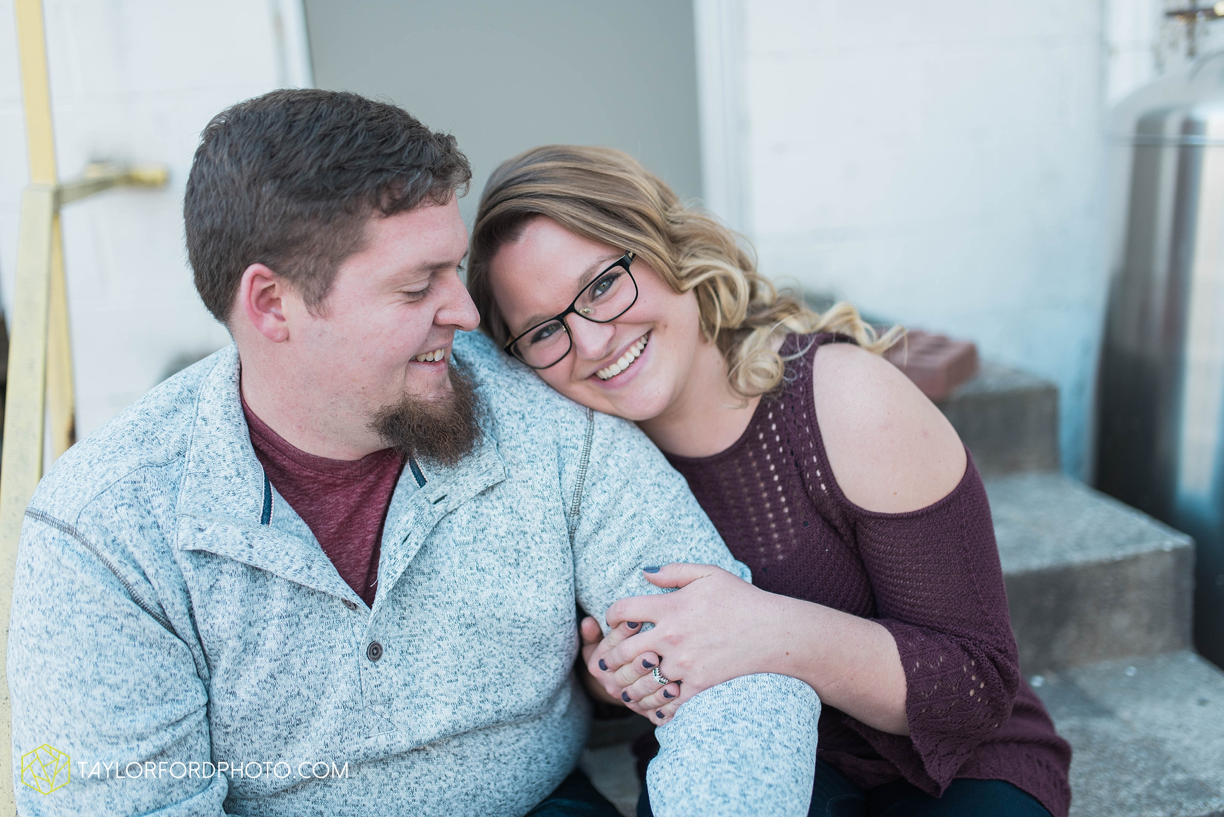 fort-wayne-new-haven-indiana-engagement-photographer-Taylor-Ford-Photography_5236.jpg