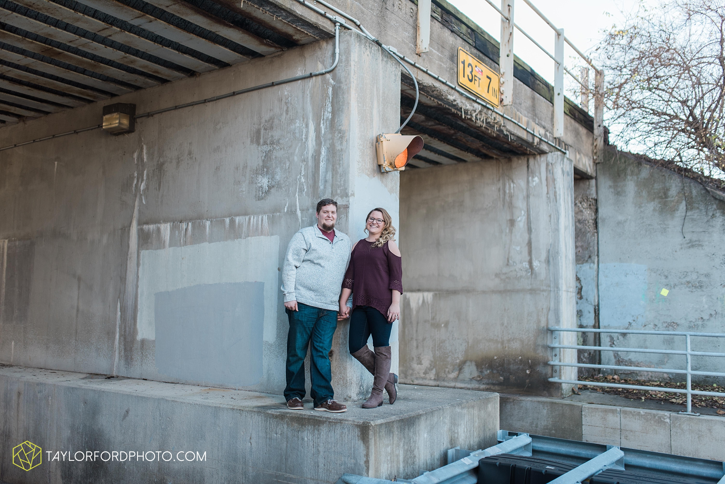 fort-wayne-new-haven-indiana-engagement-photographer-Taylor-Ford-Photography_5240.jpg