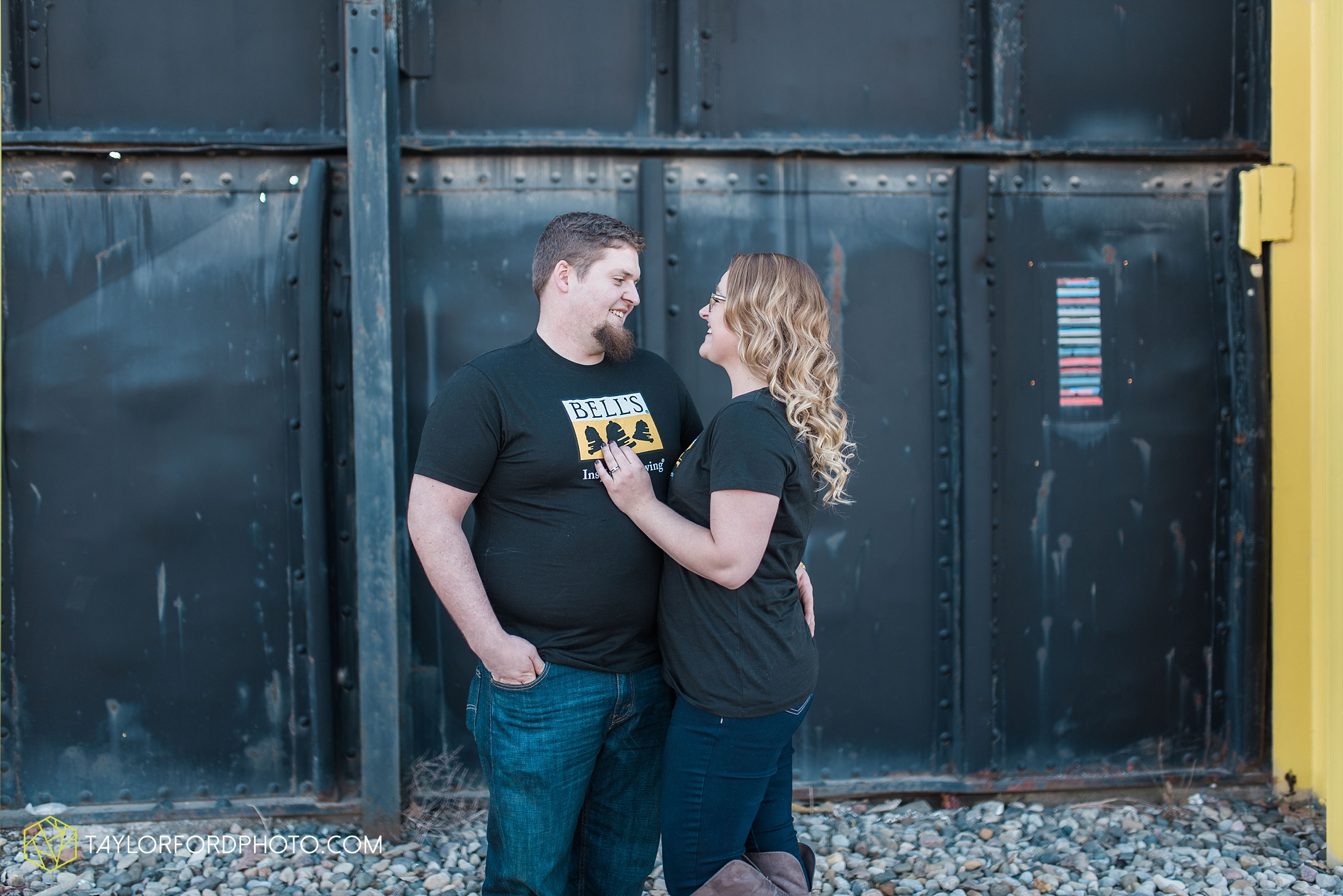 fort-wayne-new-haven-indiana-engagement-photographer-Taylor-Ford-Photography_5242.jpg