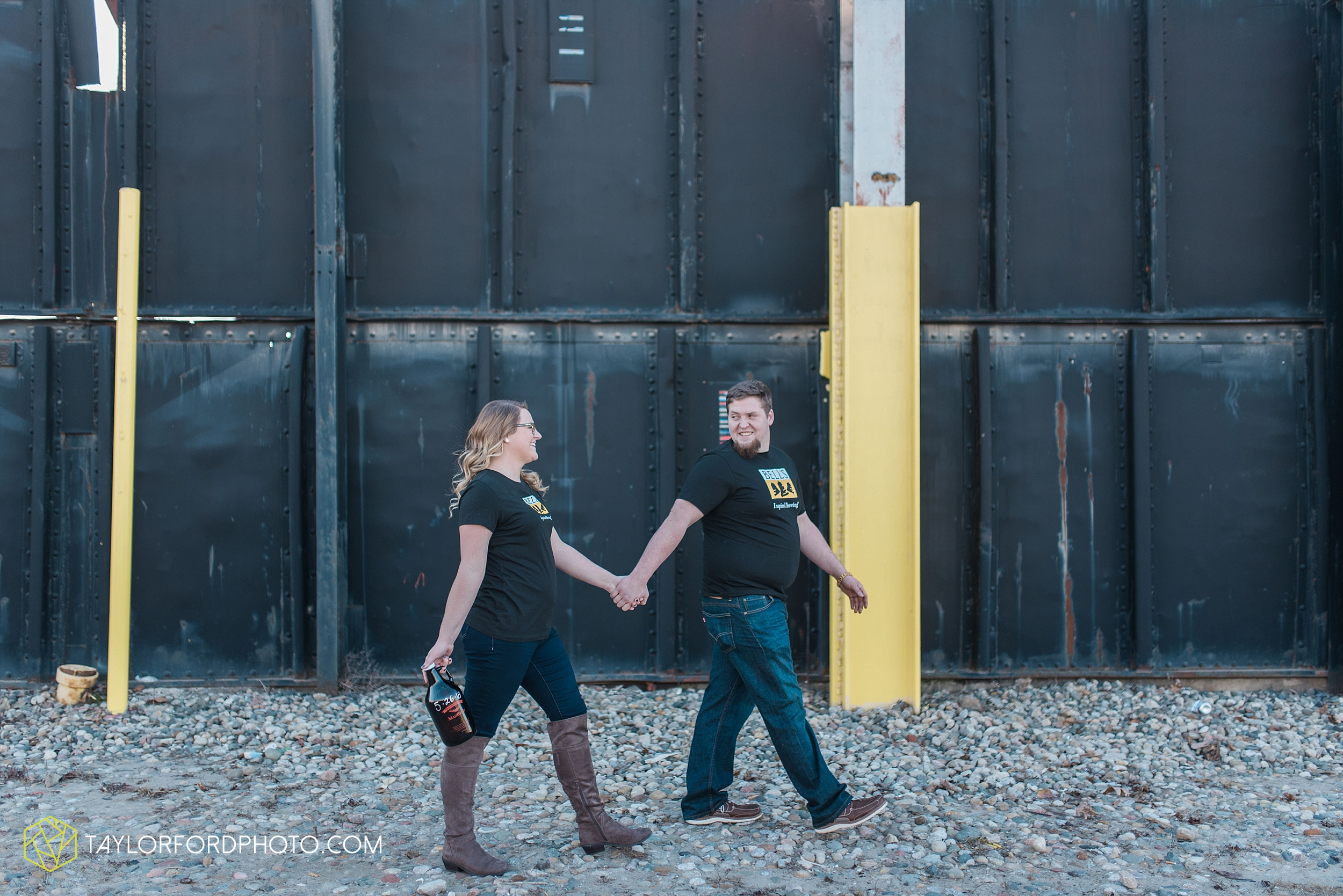 fort-wayne-new-haven-indiana-engagement-photographer-Taylor-Ford-Photography_5244.jpg