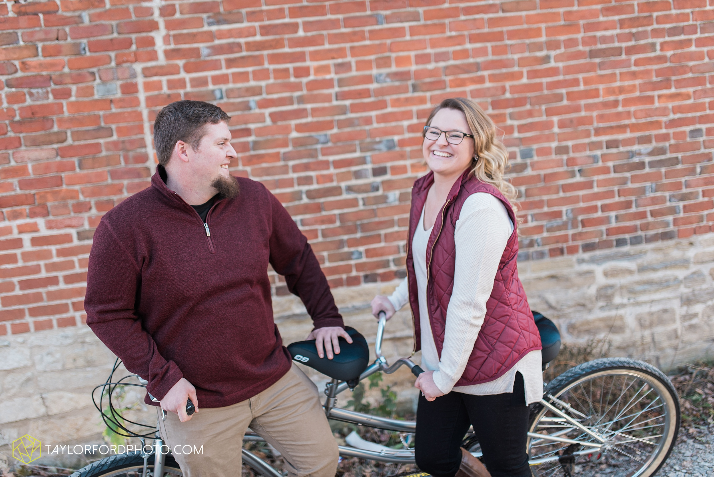 fort-wayne-new-haven-indiana-engagement-photographer-Taylor-Ford-Photography_5248.jpg