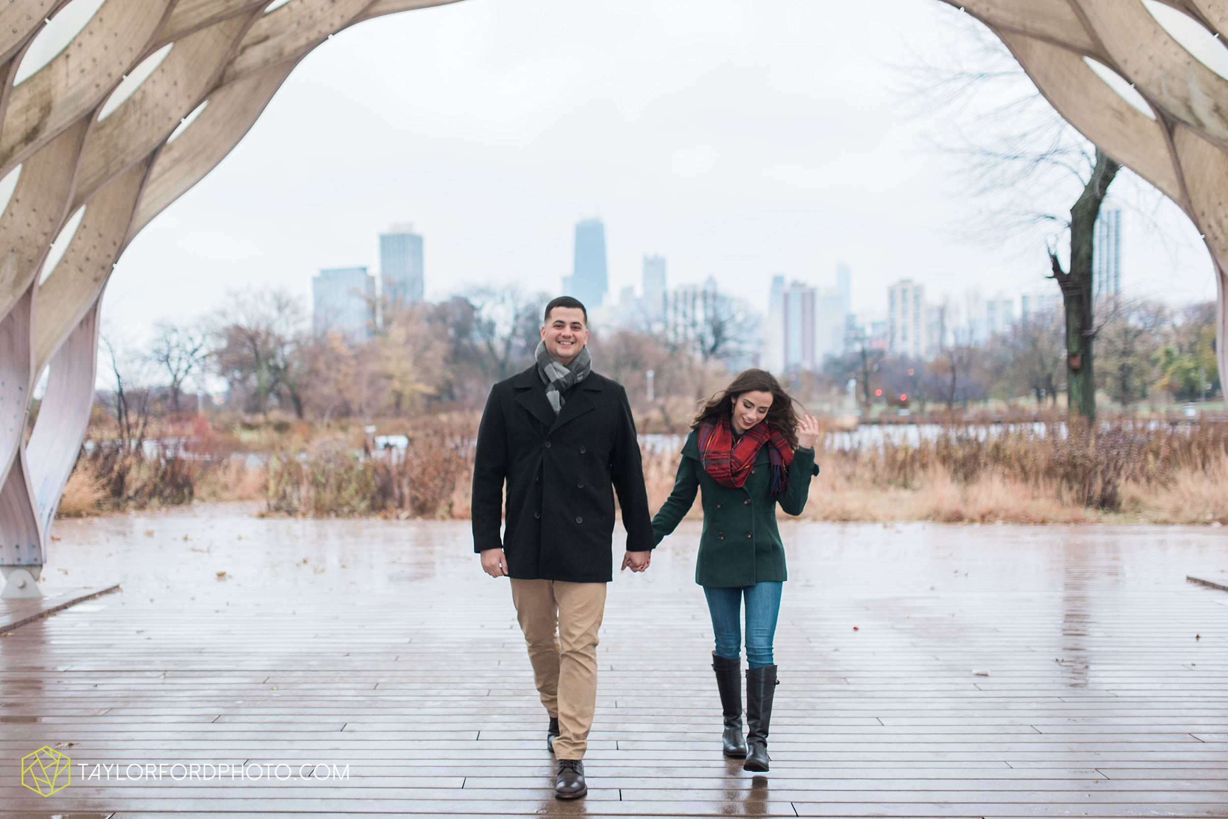 chicago-illinois-engagement-lincoln-park-zoo-downtown-millenium-park-cloud-gate-photographer-Taylor-Ford-Photography_6028.jpg