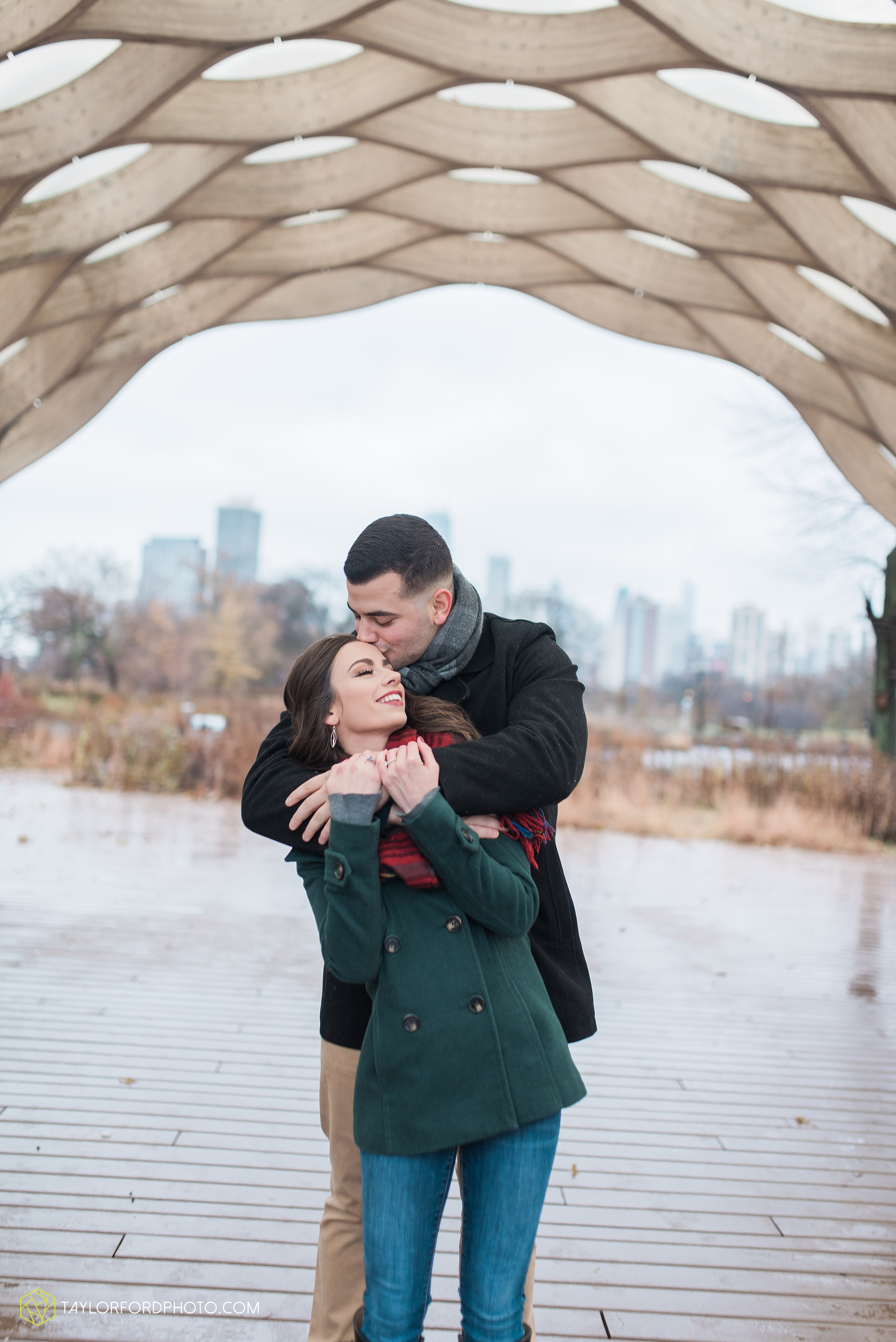chicago-illinois-engagement-lincoln-park-zoo-downtown-millenium-park-cloud-gate-photographer-Taylor-Ford-Photography_6032.jpg