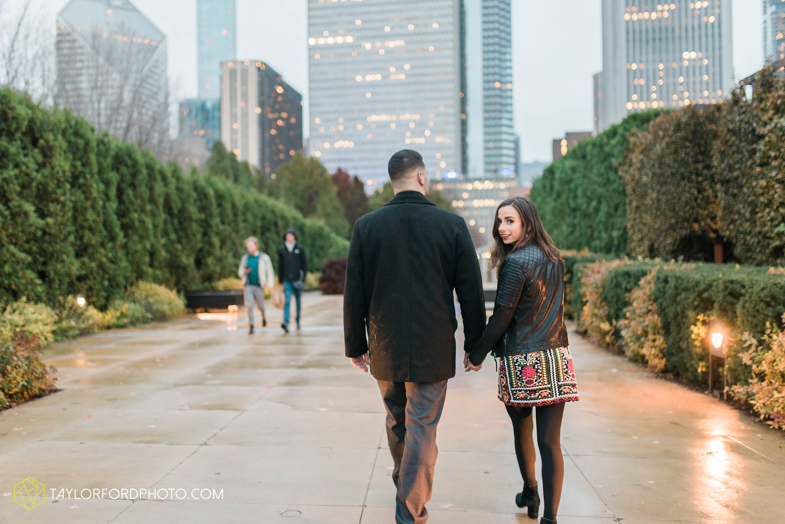 chicago-illinois-engagement-lincoln-park-zoo-downtown-millenium-park-cloud-gate-photographer-Taylor-Ford-Photography_6056.jpg