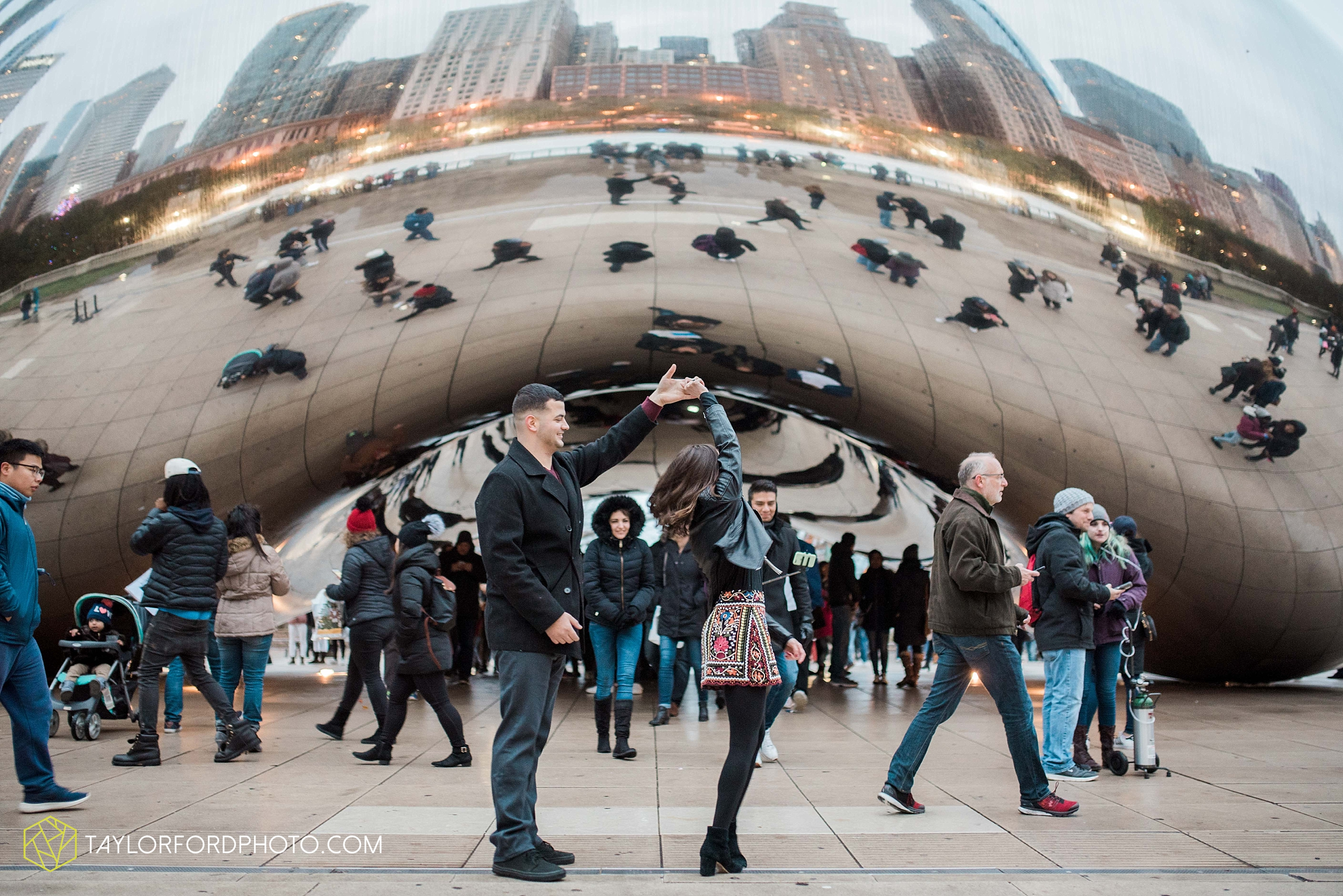 chicago-illinois-engagement-lincoln-park-zoo-downtown-millenium-park-cloud-gate-photographer-Taylor-Ford-Photography_6058.jpg
