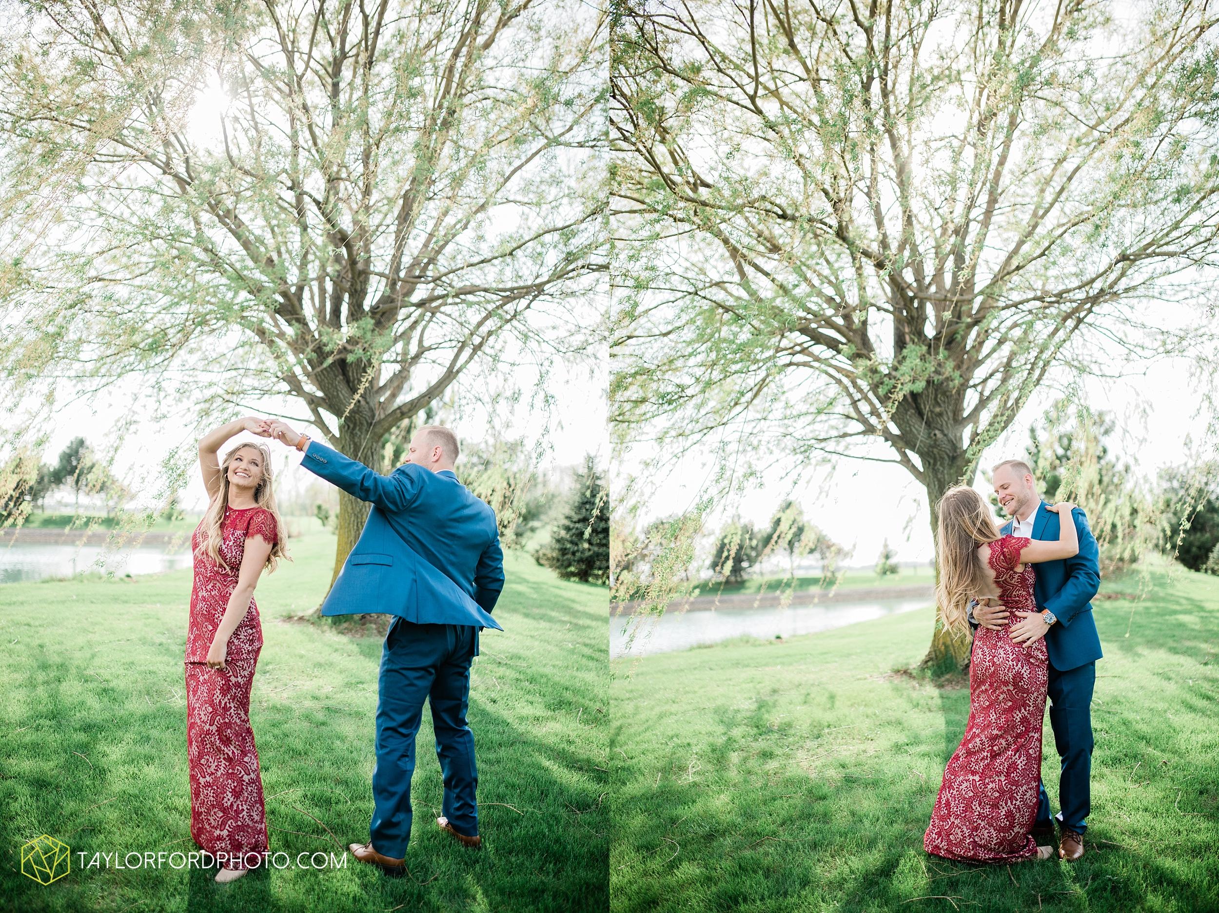 van-wert-ohio-spring-farm-engagement-photographer-photographer-Taylor-Ford-Photography_7086.jpg