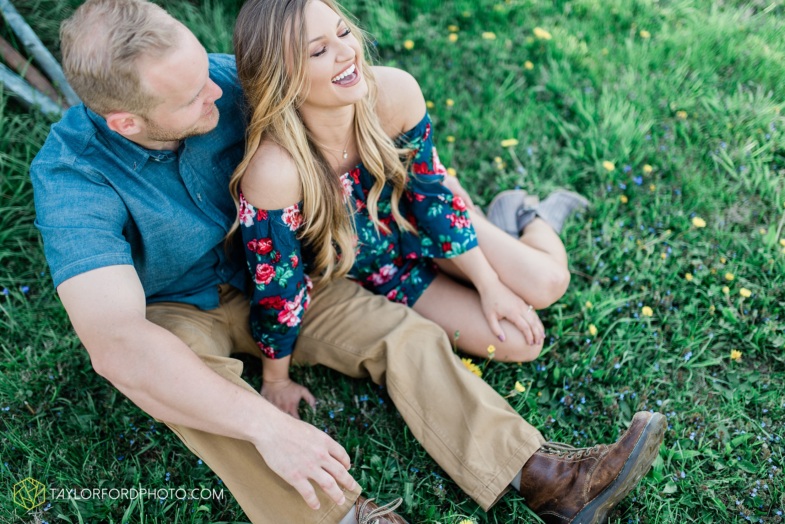 van-wert-ohio-spring-farm-engagement-photographer-photographer-Taylor-Ford-Photography_7090.jpg